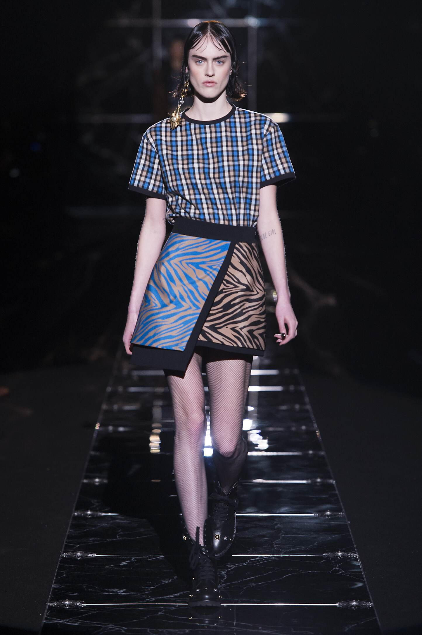 Catwalk Fausto Puglisi Fall Winter 2015 16 Women's Collection Milan Fashion Week