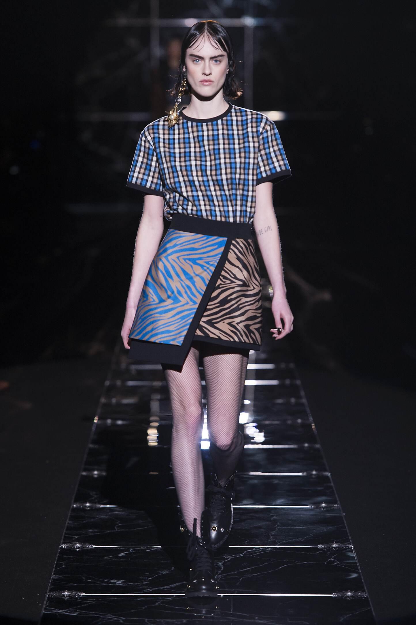 Catwalk Fausto Puglisi Fall Winter 2015 16 Women's Collection Milan Fashion Week