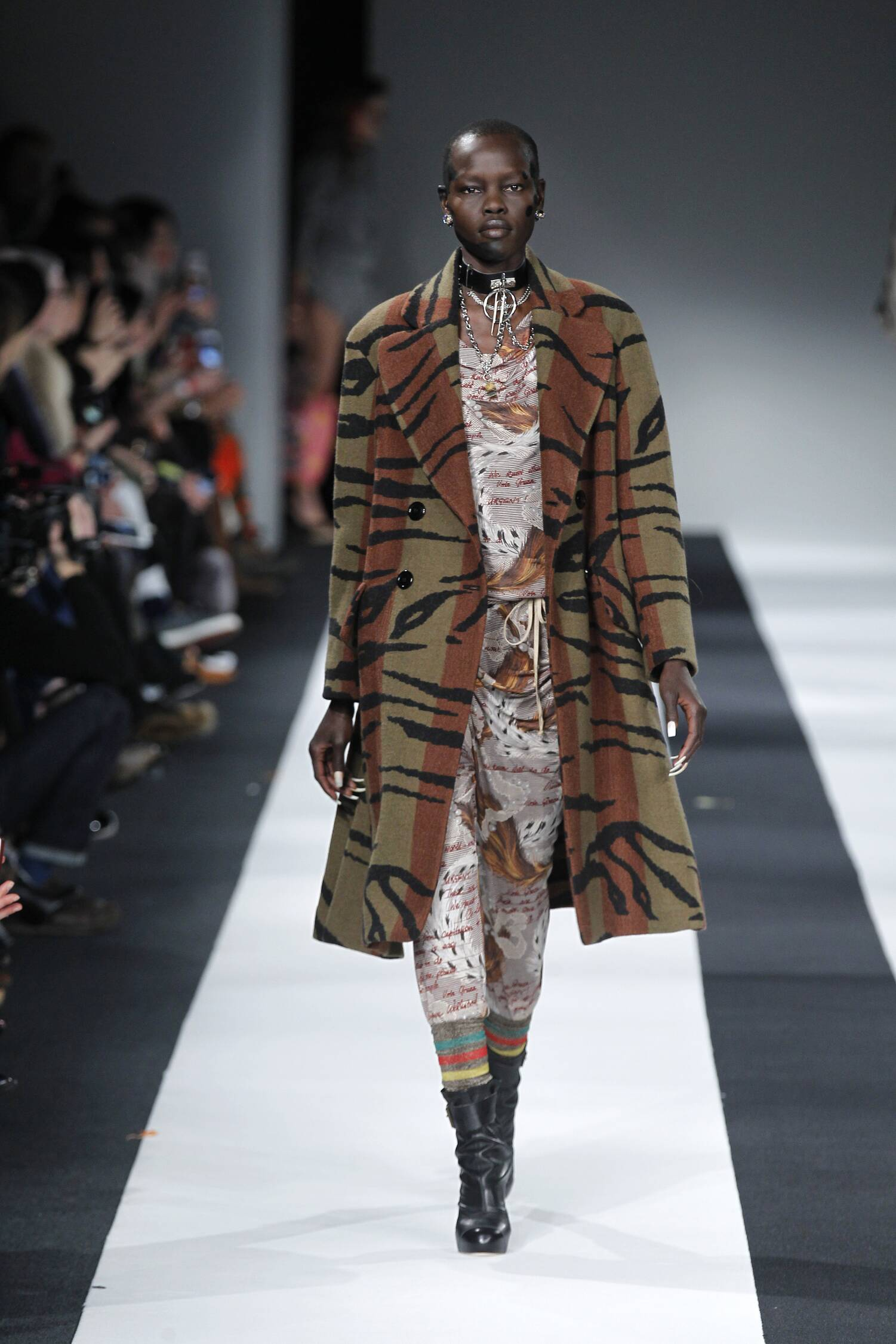 fe4af143d8 VIVIENNE WESTWOOD RED LABEL FALL WINTER 2015-16 WOMEN'S COLLECTION ...