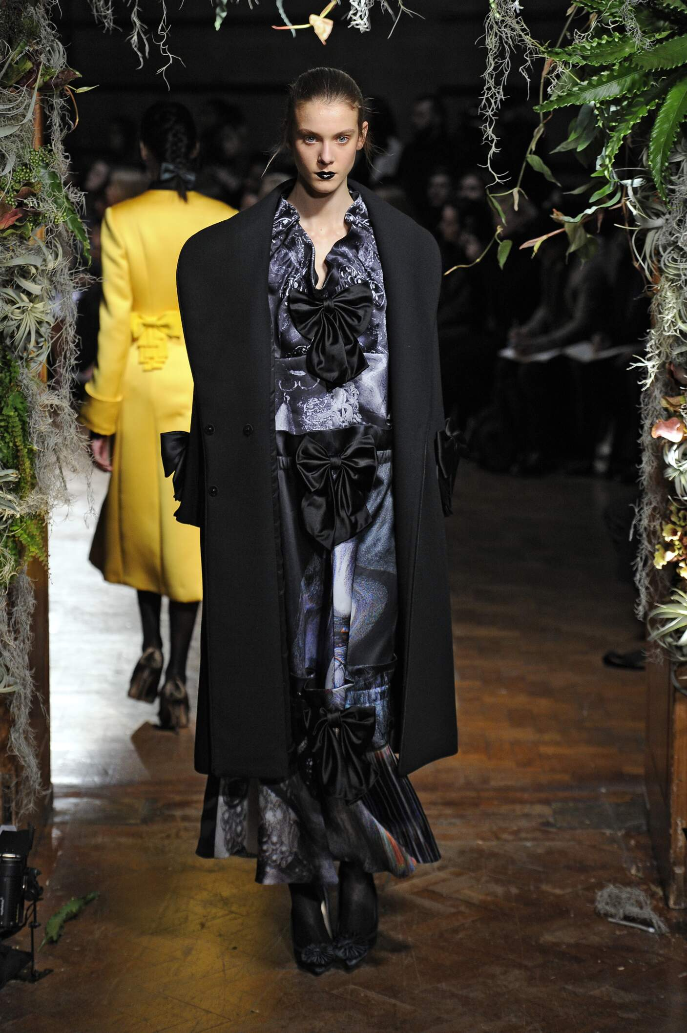 Giles Collection Fall 2015 Catwalk