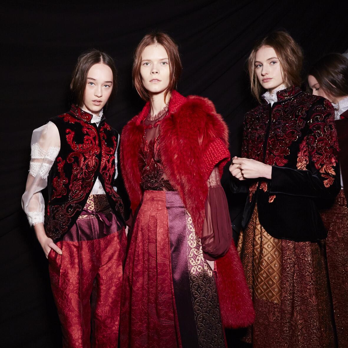 Models Backstage Alberta Ferretti