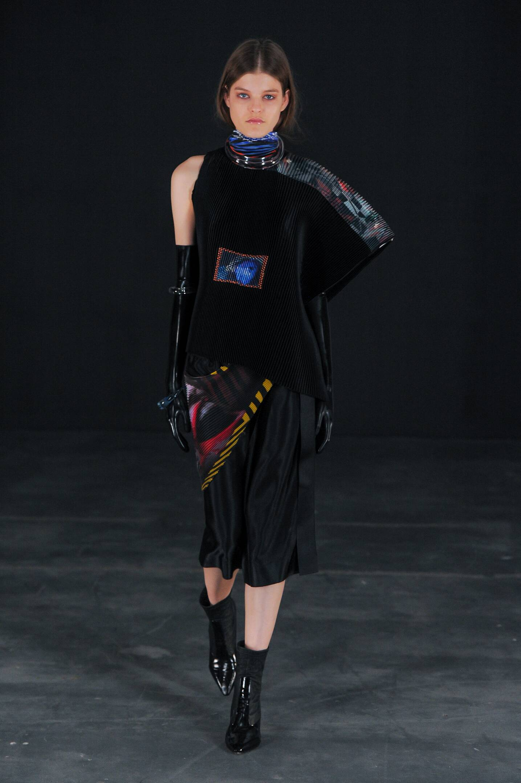 Thomas Tait Fall Winter 2015 16 Womenswear Collection London Fashion Week Fashion Show
