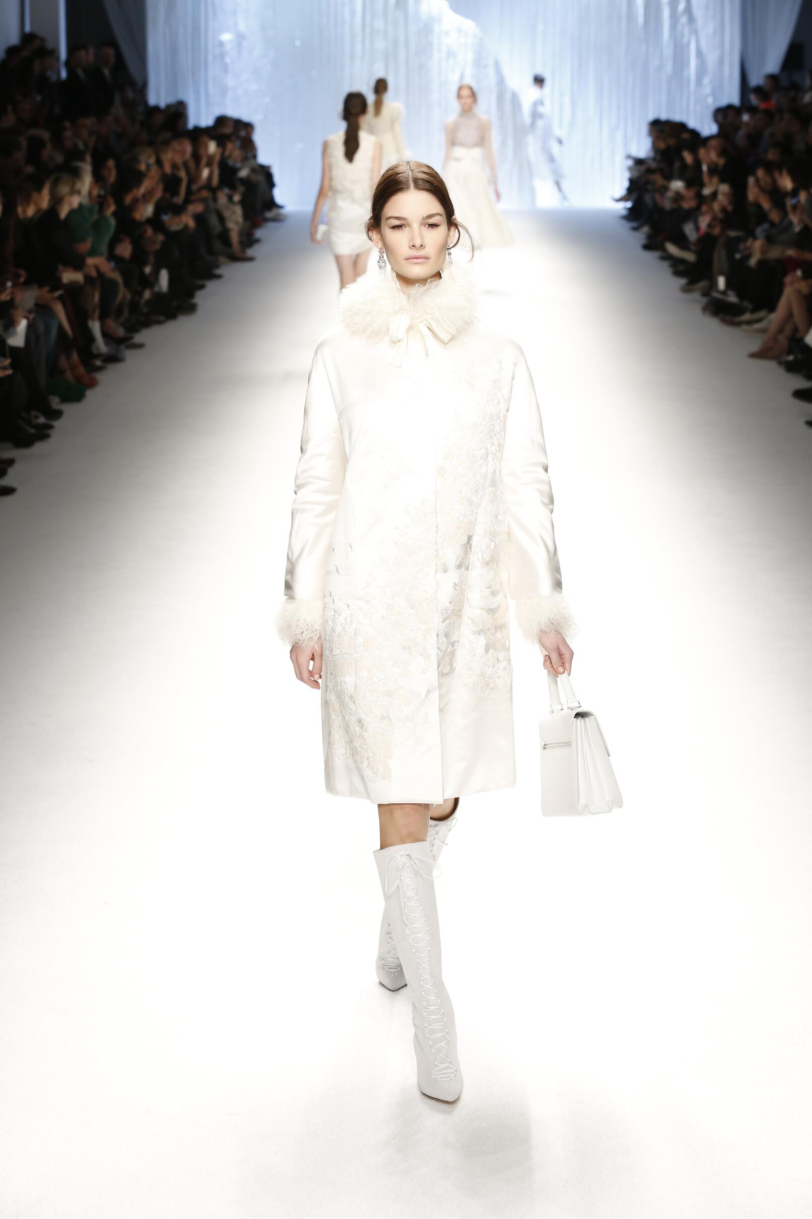 2015 Fall Fashion Woman Shiatzy Chen Collection