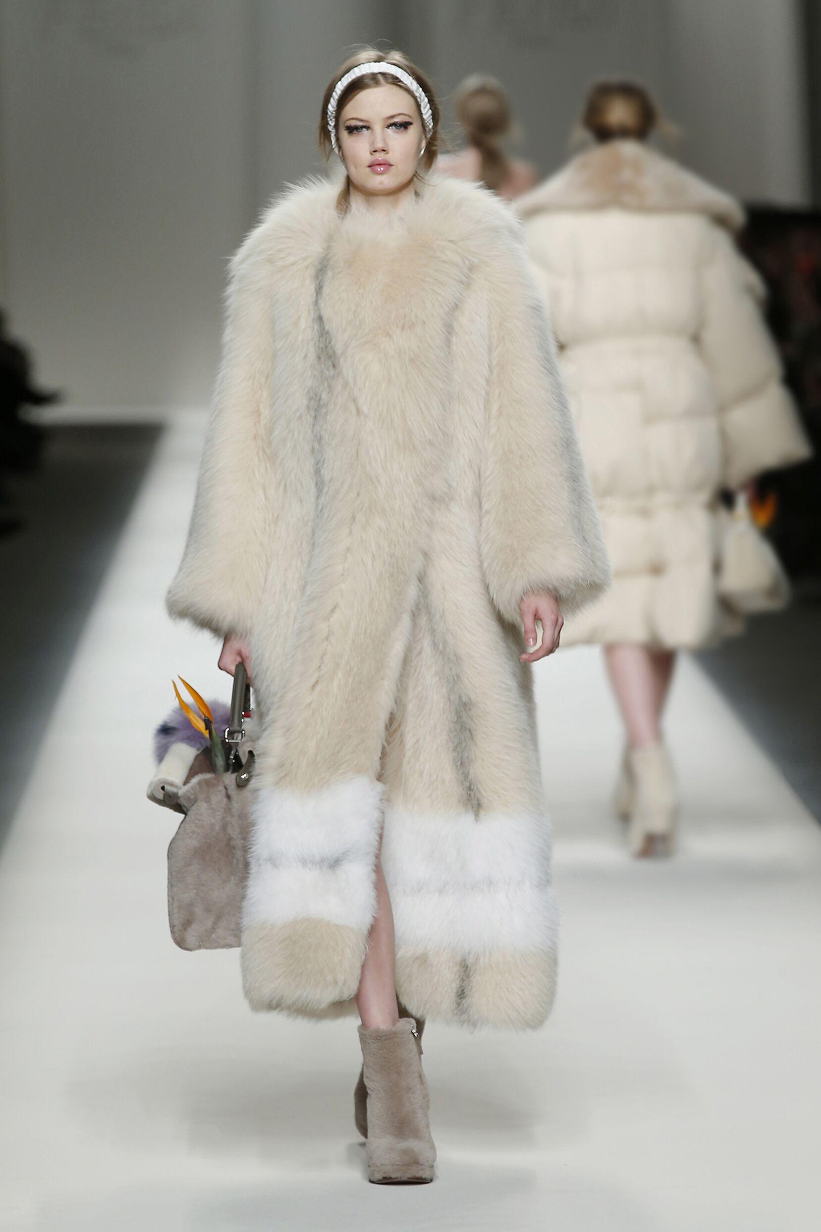 2015 Fall Women Fashion Show Fendi Collection