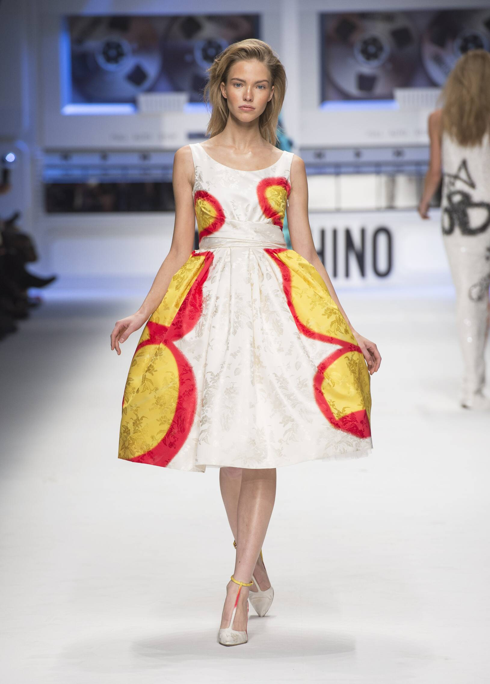 2015 Fall Women Fashion Show Moschino Collection