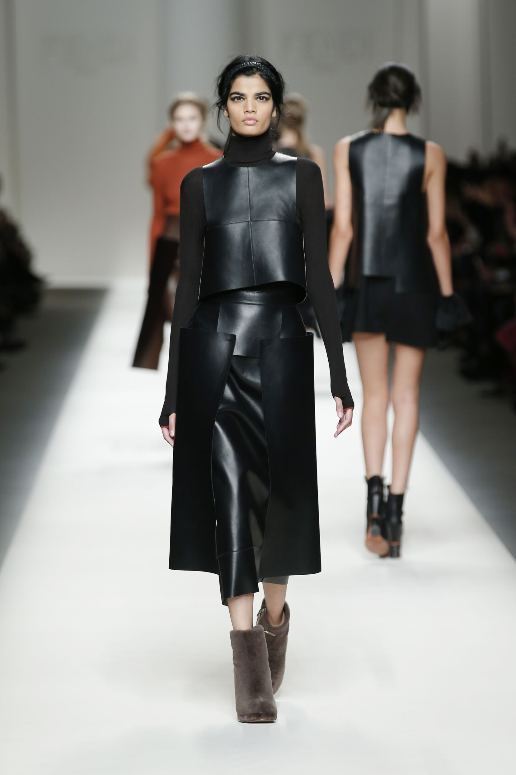2015 Fashion Woman Model Fendi Collection Catwalk
