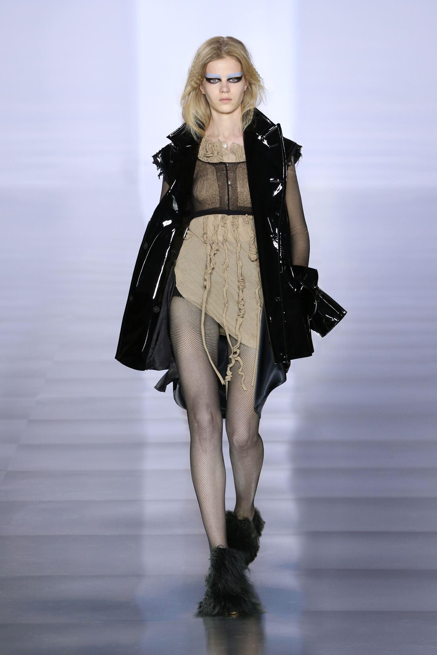 2015 Fashion Woman Model Maison Margiela Collection Catwalk