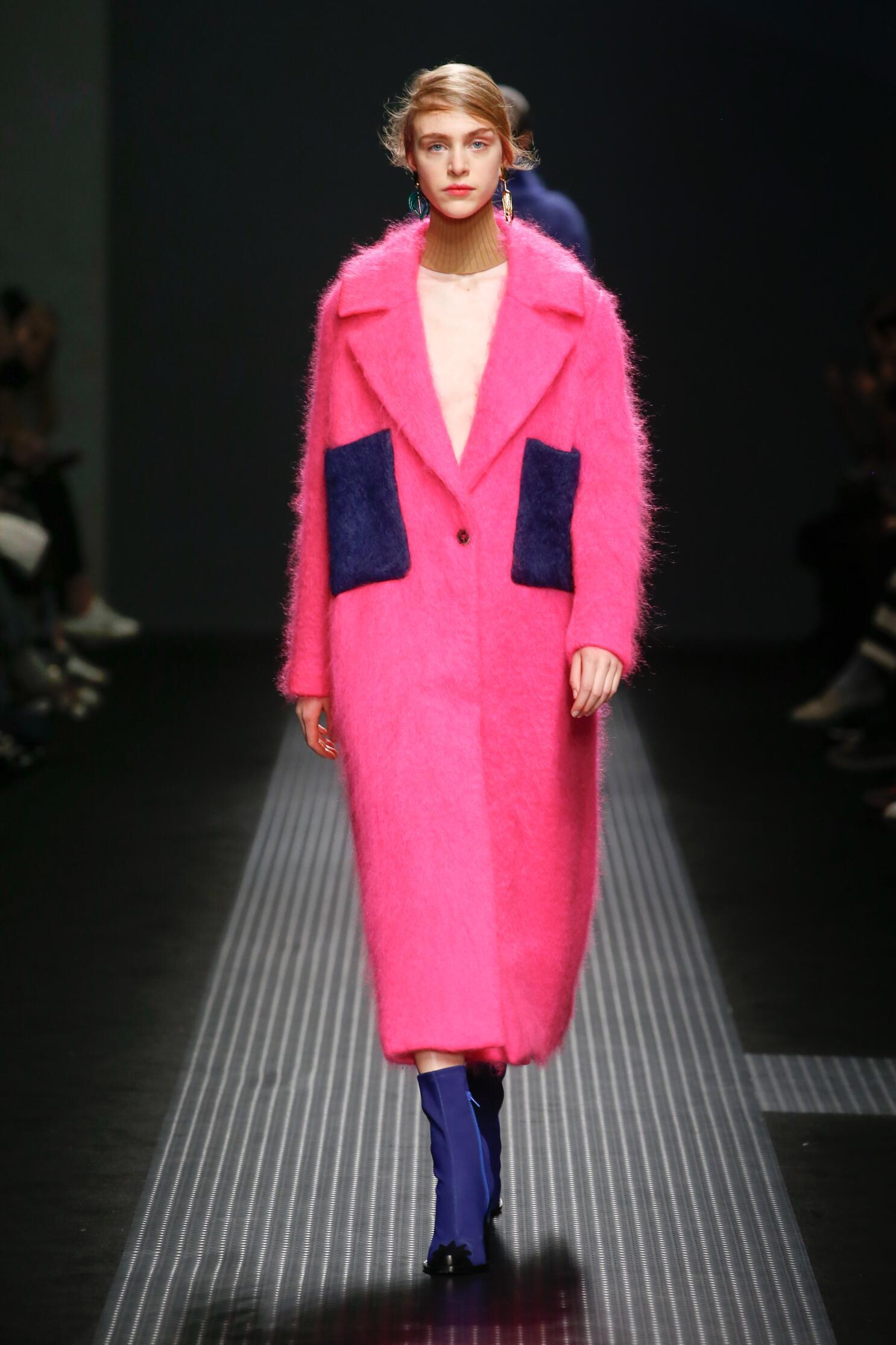 2015 Fashion Woman Model Msgm Collection Catwalk