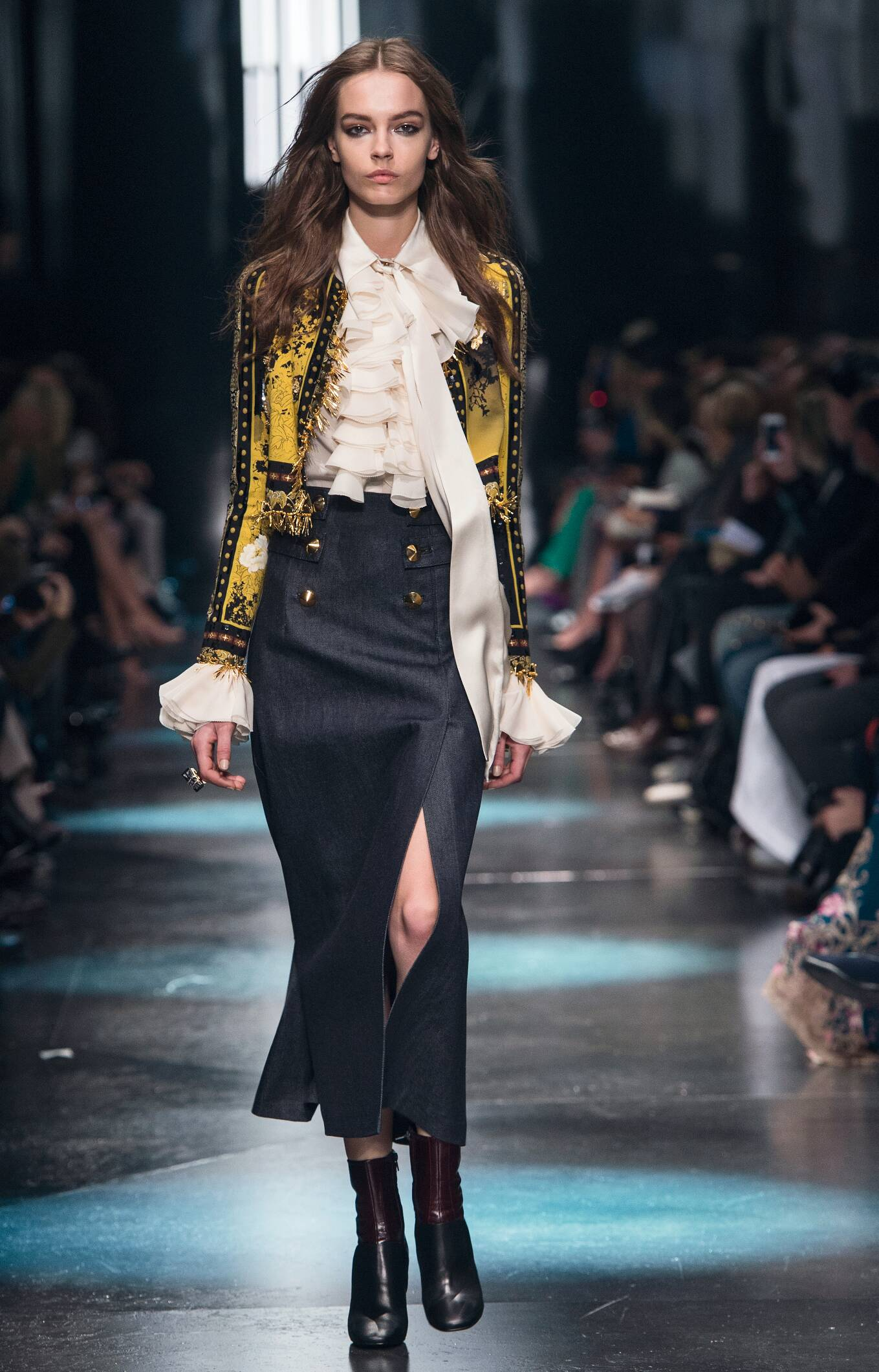 2015 Fashion Woman Model Roberto Cavalli Collection Catwalk
