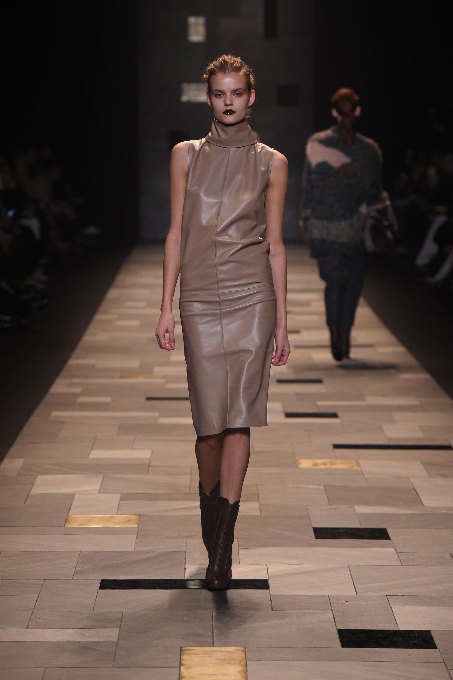2015 Fashion Woman Model Trussardi Collection Catwalk