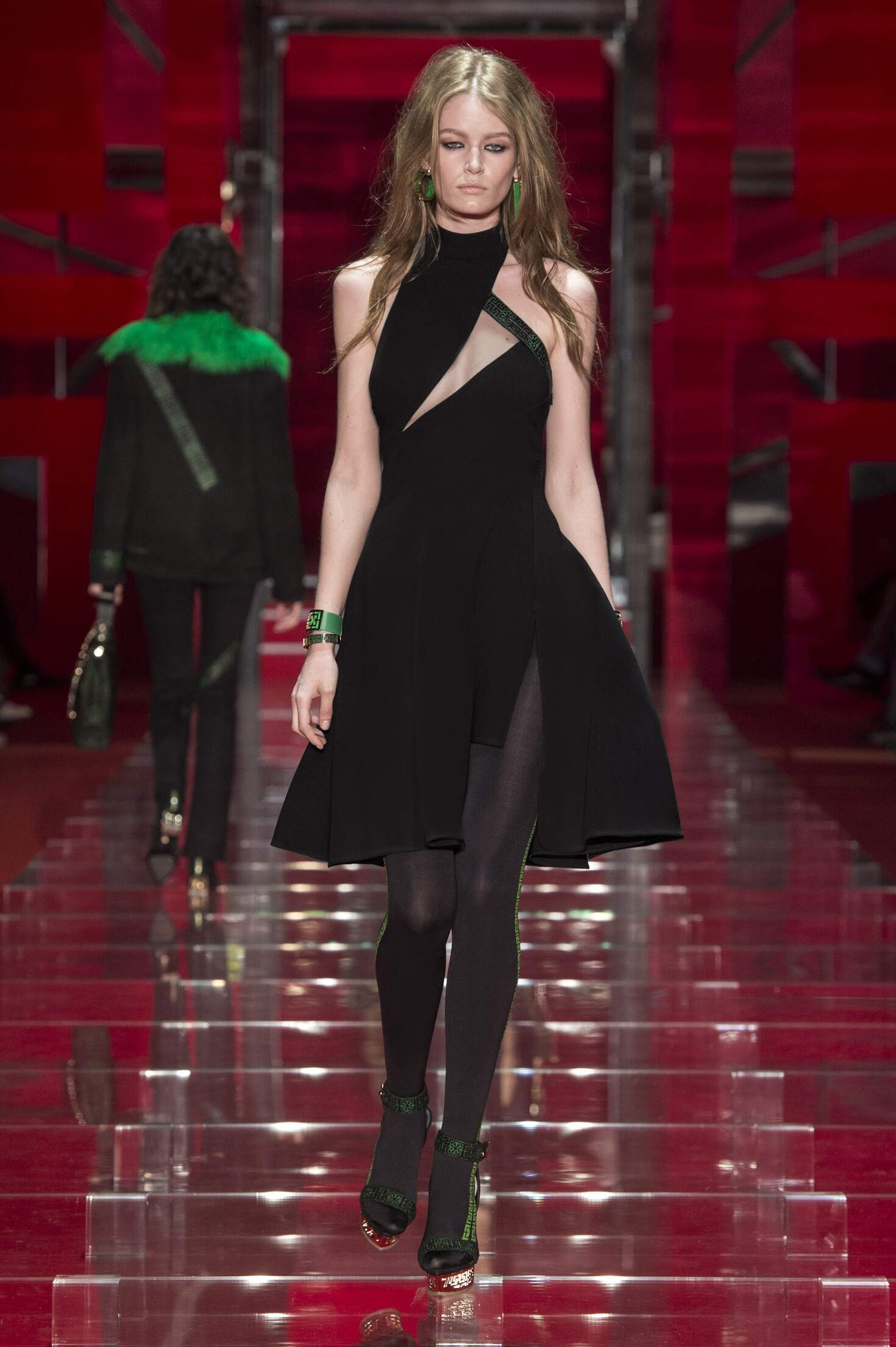 2015 Fashion Woman Model Versace Collection Catwalk