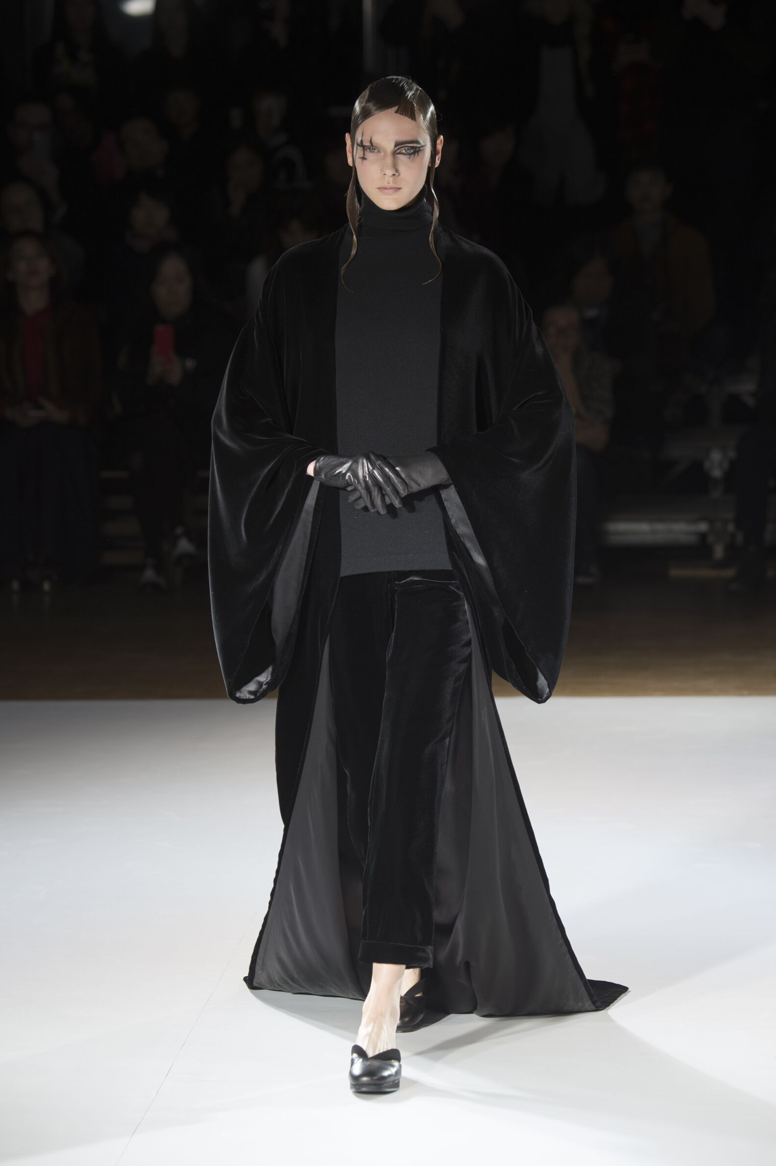 2015 Fashion Woman Model Yohji Yamamoto Collection Catwalk