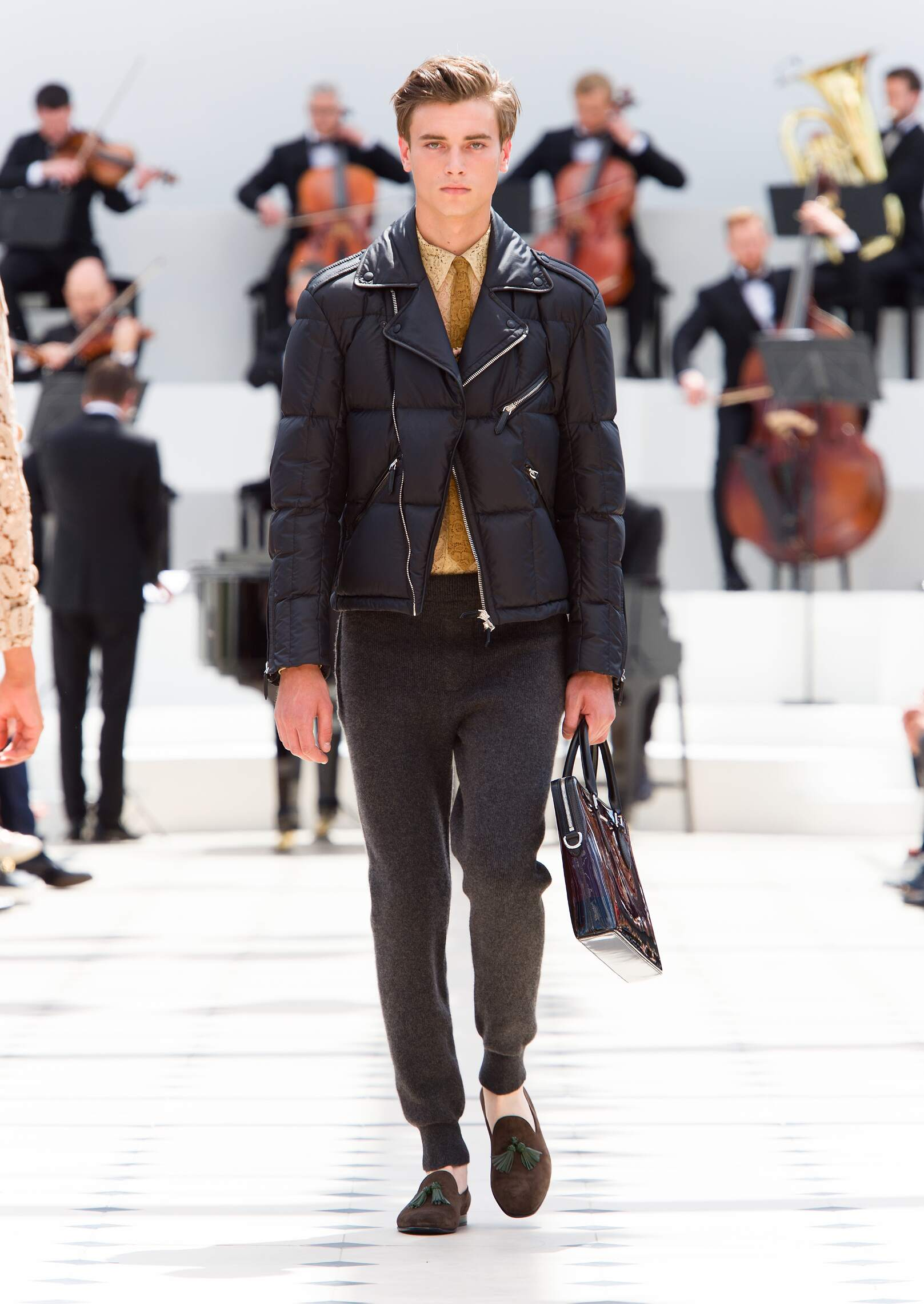 2016 Fashion Man Model Burberry Prorsum Collection Catwalk