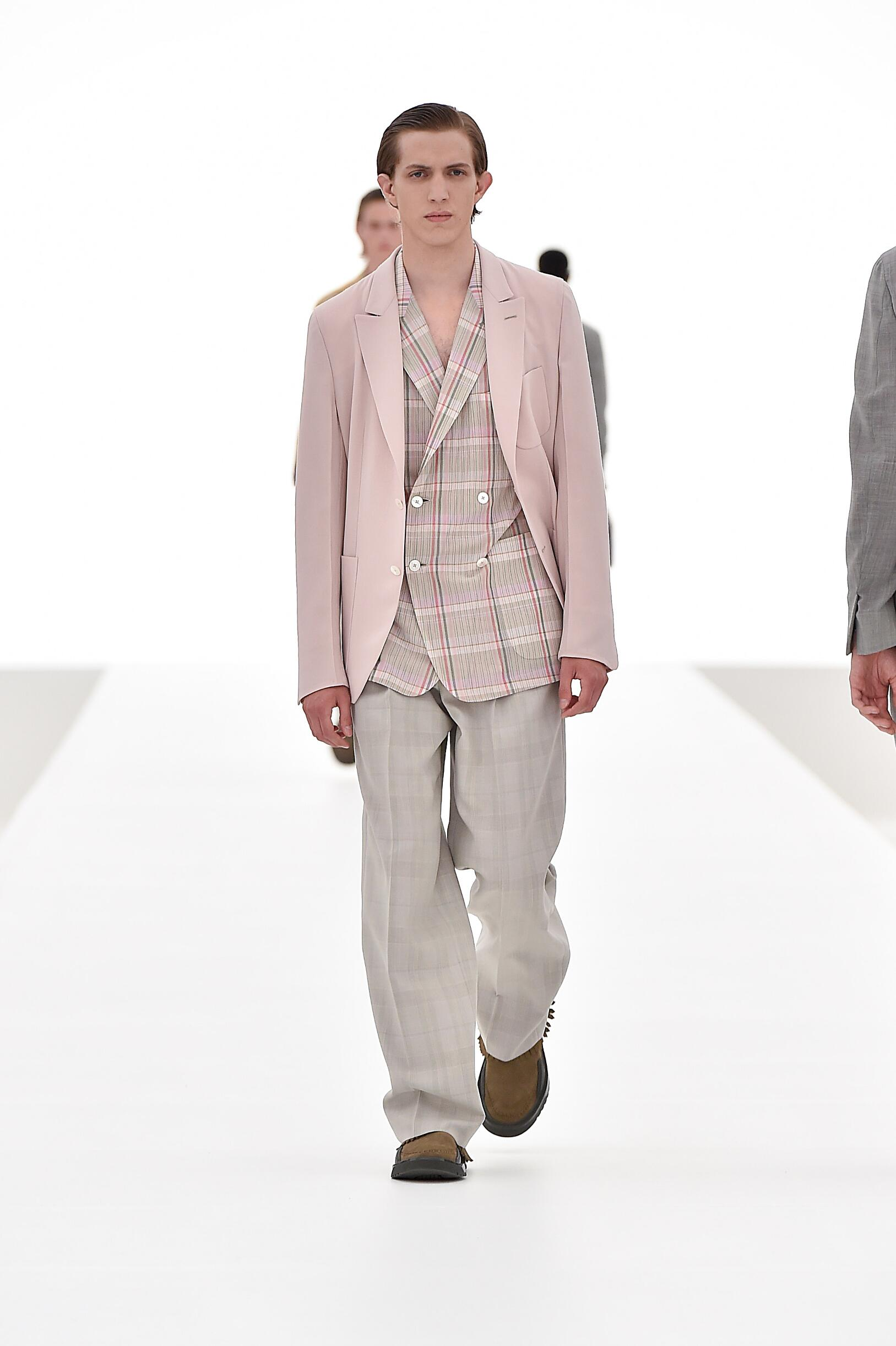 2016 Fashion Man Model Ermenegildo Zegna Couture Collection Catwalk