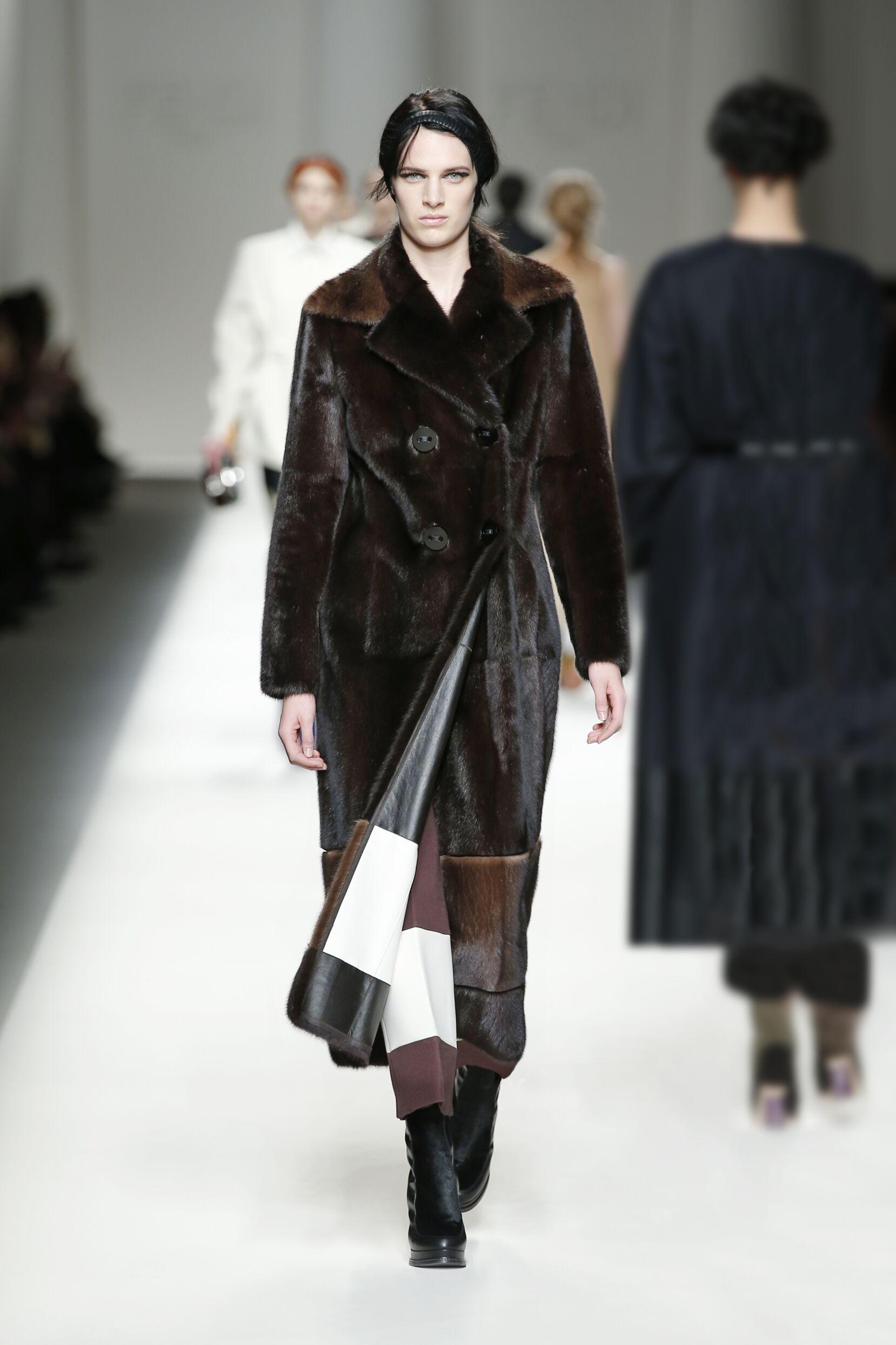 Catwalk Fendi Fall Winter 2015 16 Women's Collection Milan Fashion Week