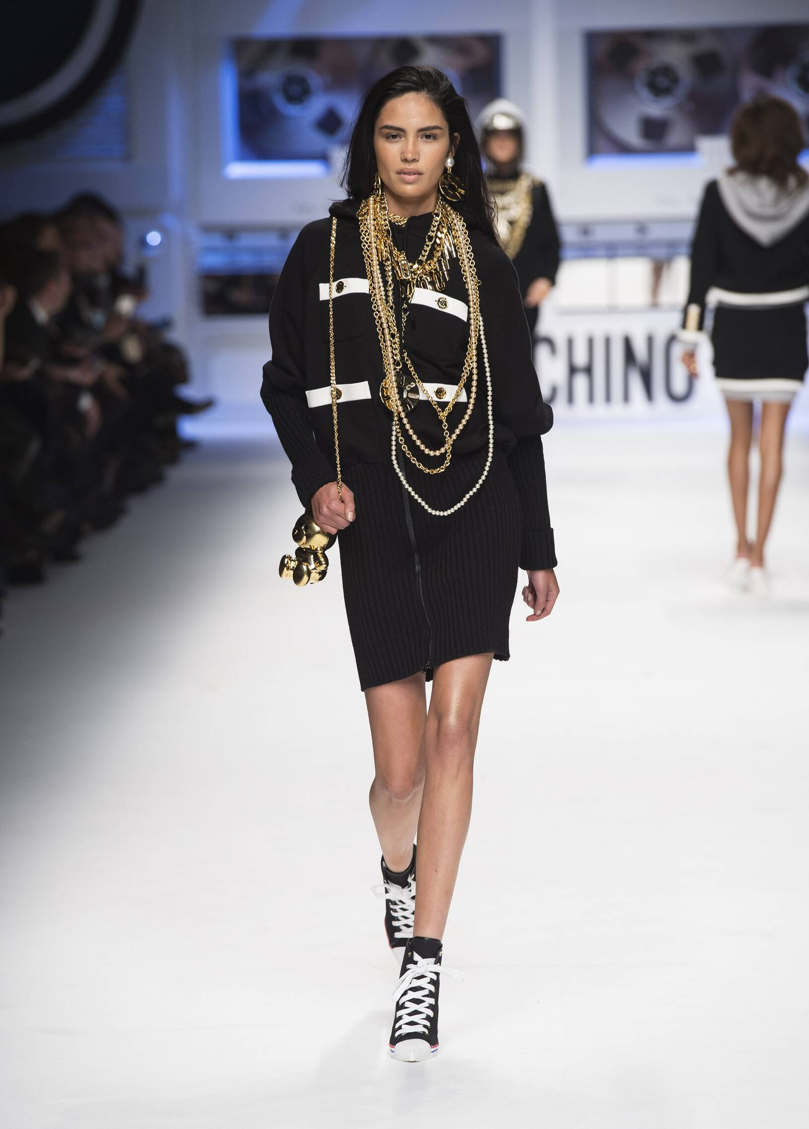 Catwalk Moschino Fall Winter 2015 16 Women's Collection Milan Fashion Week