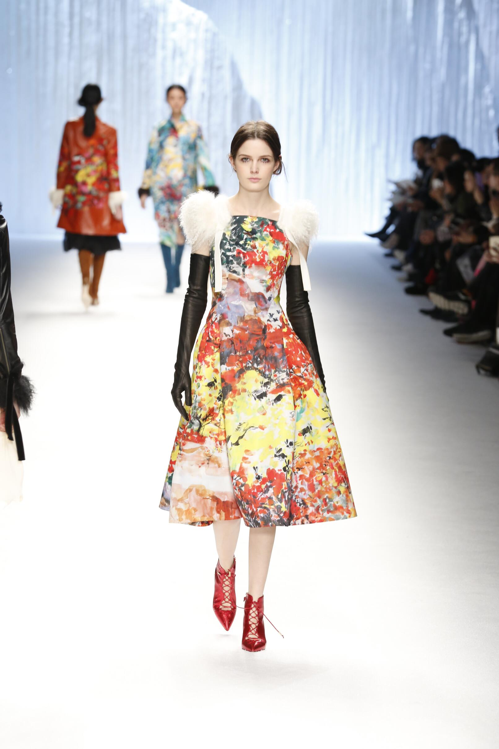 Catwalk Shiatzy Chen Womenswear Collection Winter 2015