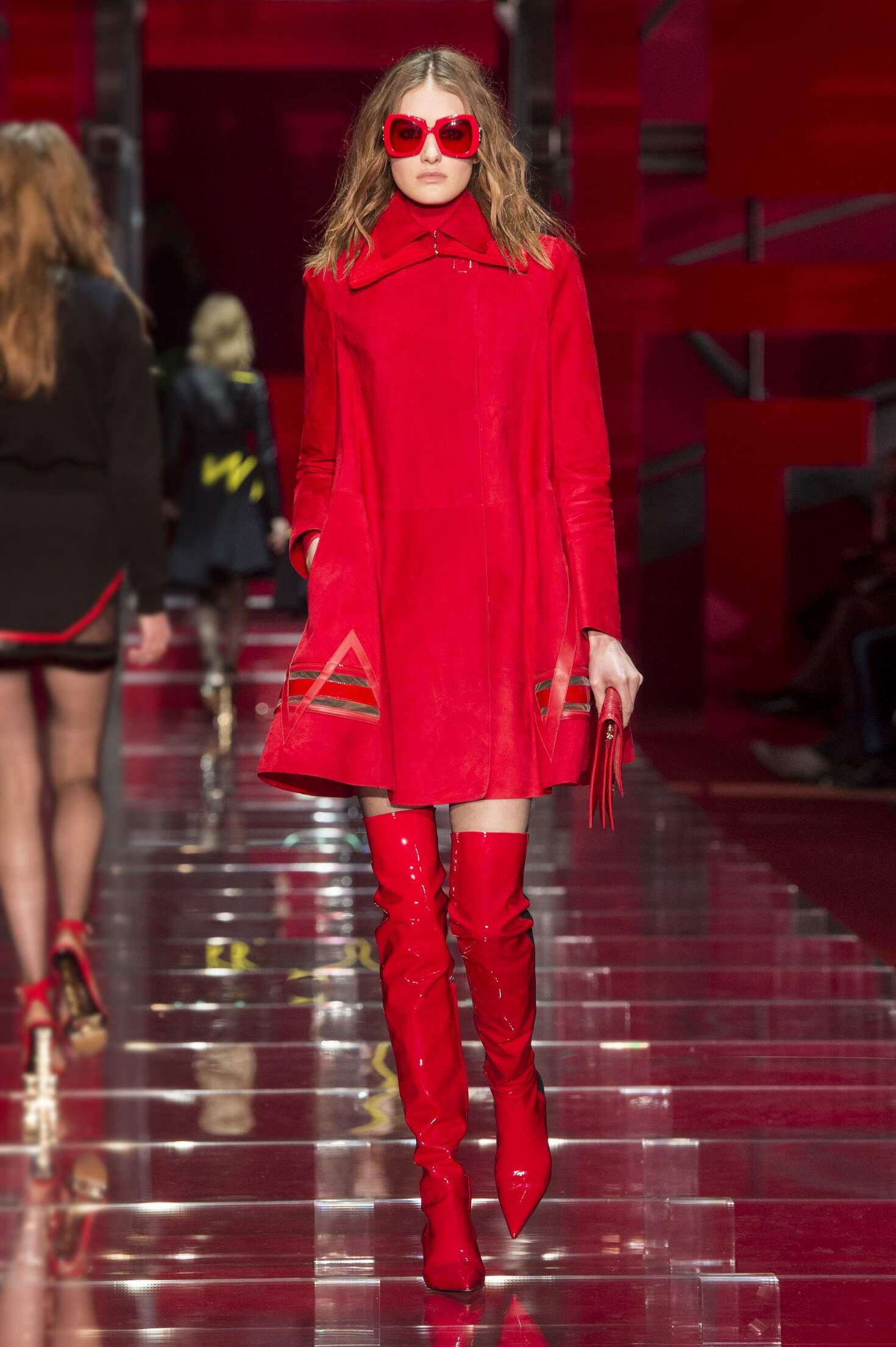 Catwalk Versace Fall Winter 2015 16 Women's Collection Milan Fashion Week
