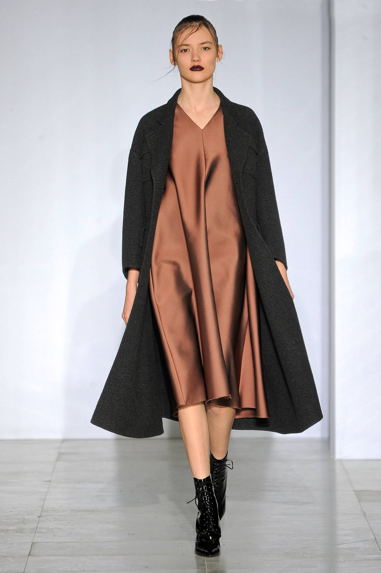 Catwalk Yang Li Womenswear Collection Winter 2015