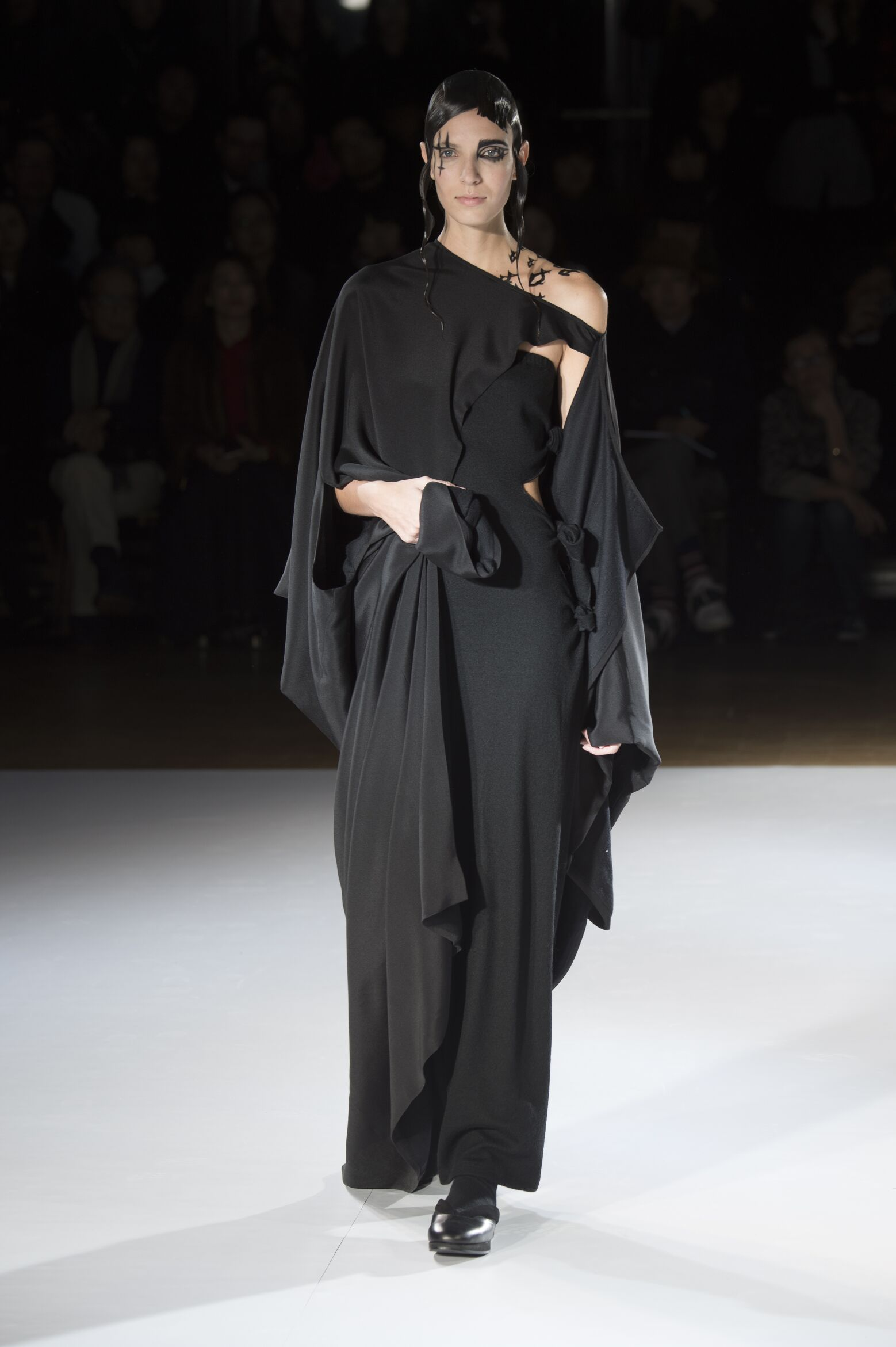 Catwalk Yohji Yamamoto Fall Winter 2015 16 Women's Collection Paris Fashion Week