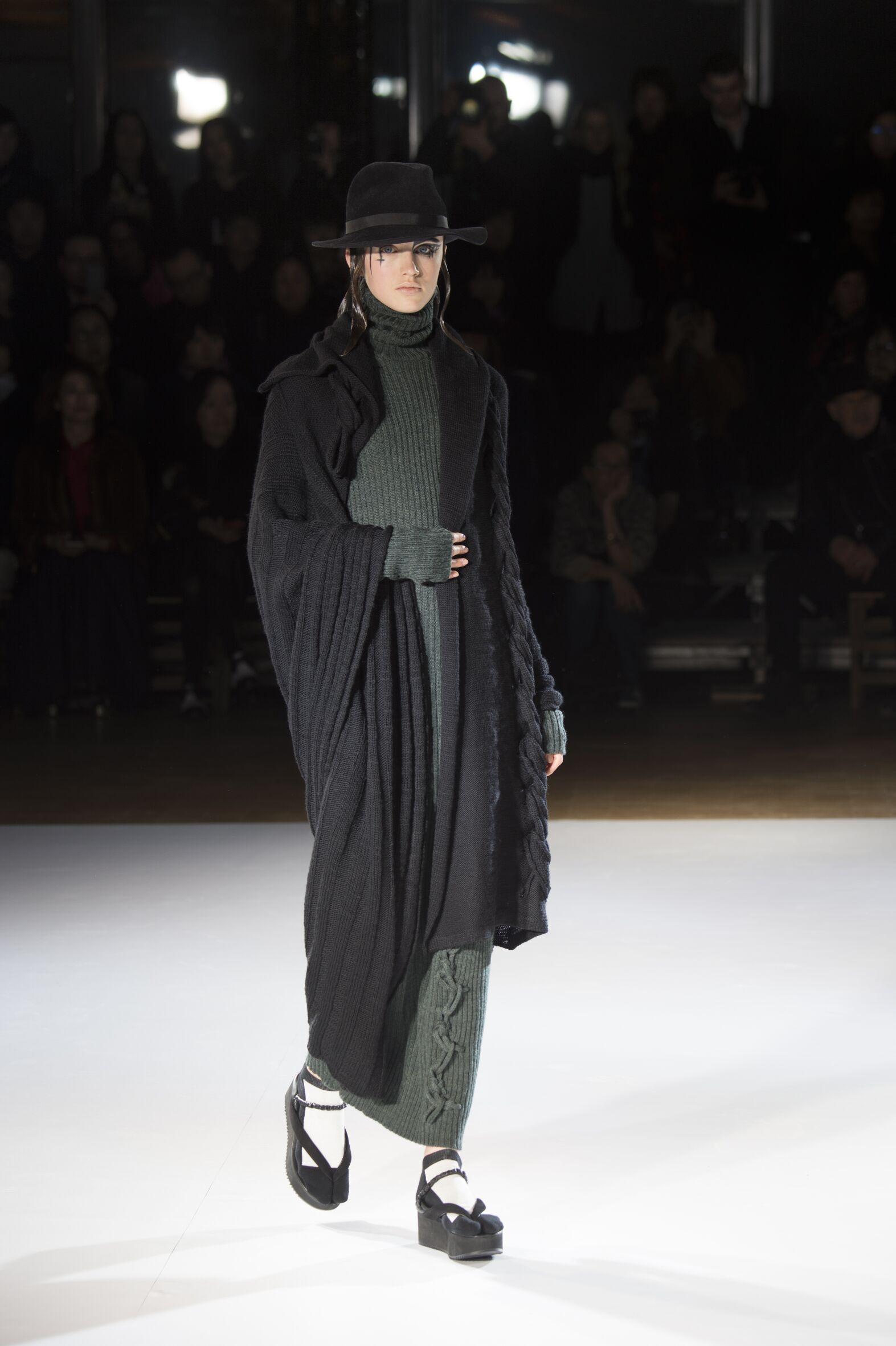 Catwalk Yohji Yamamoto Womenswear Collection Winter 2015