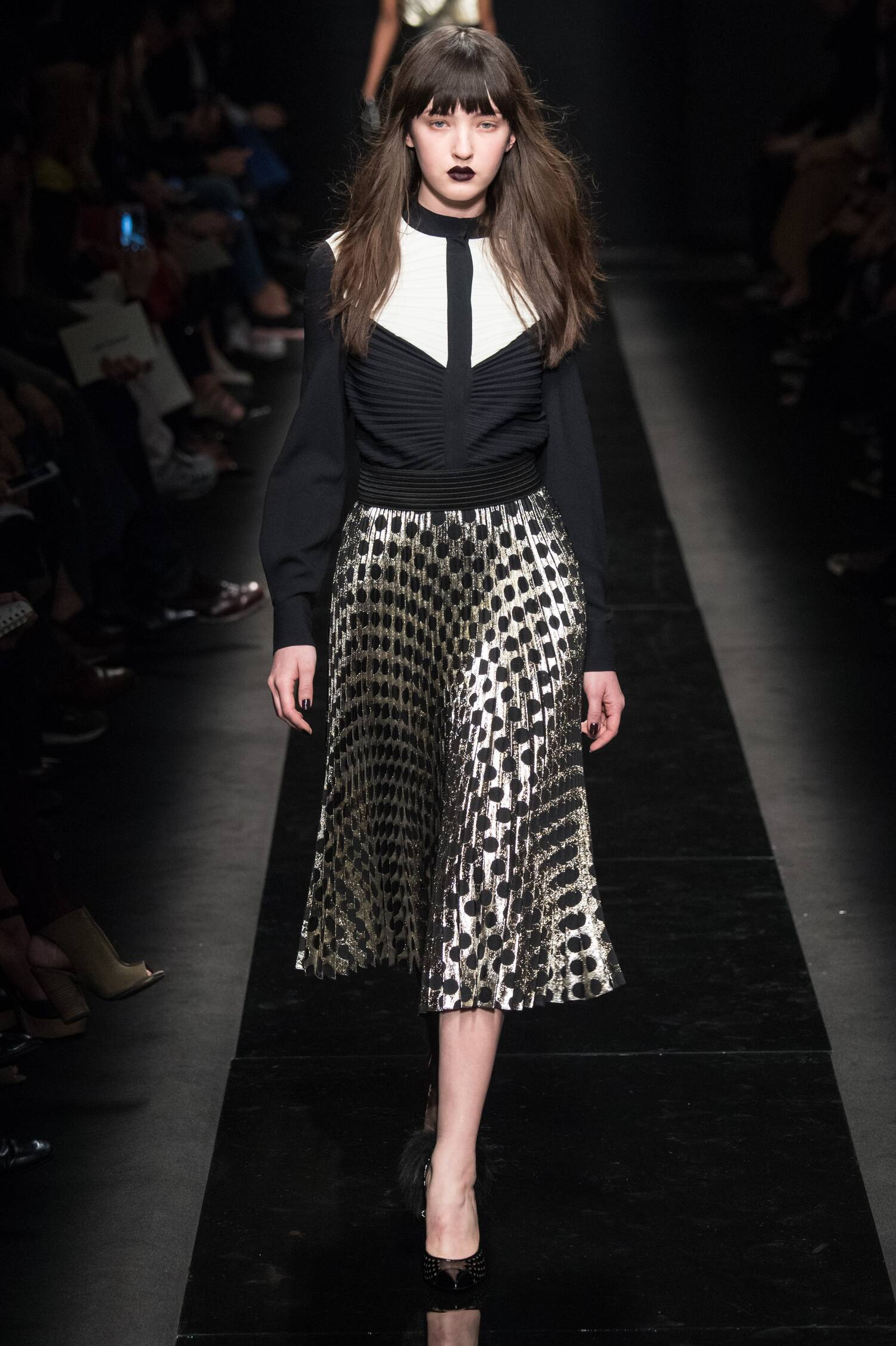 Emanuel Ungaro Collection Fall 2015 Catwalk