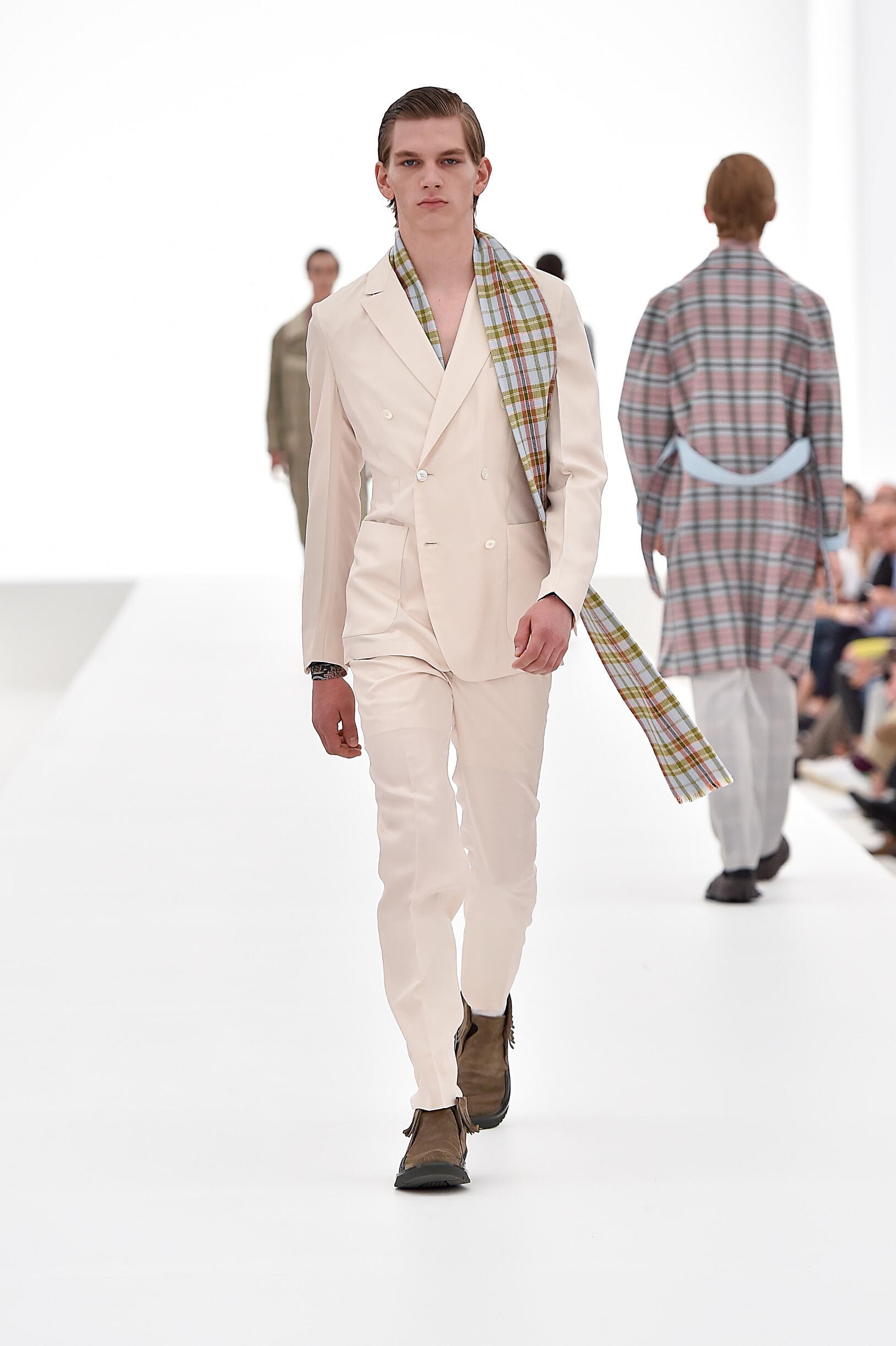 Ermenegildo Zegna Couture Collection Spring 2016 Catwalk