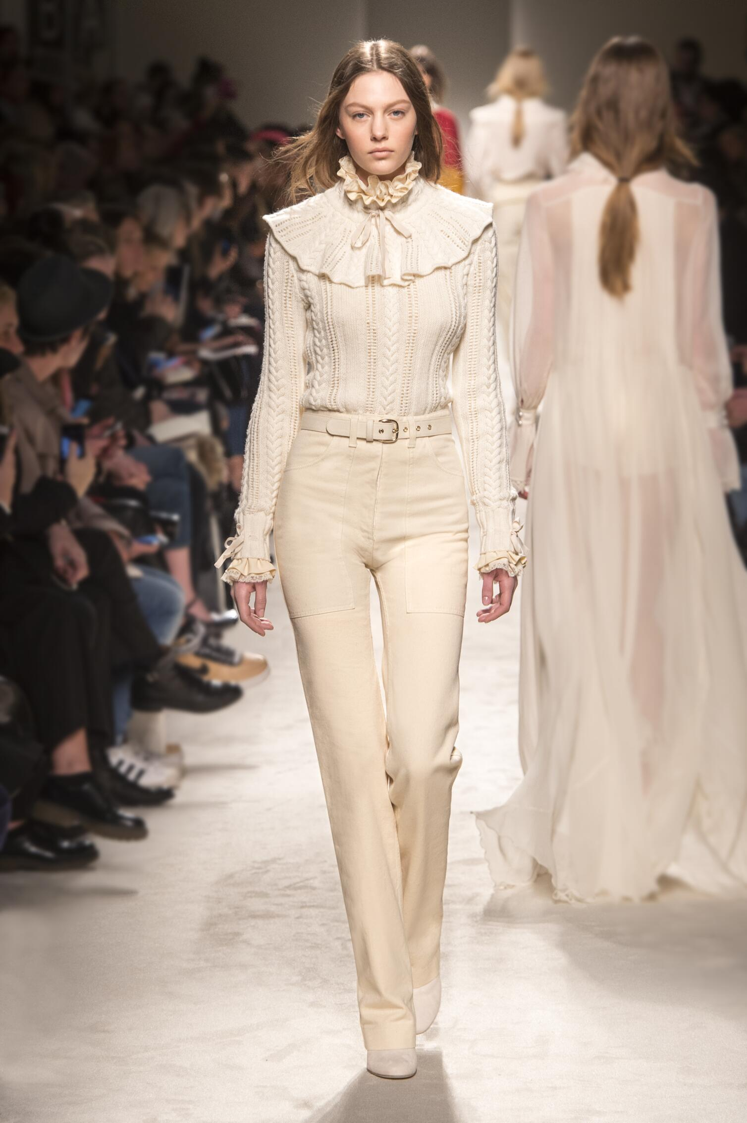 Fall 2015 Women Fashion Show Philosophy di Lorenzo Serafini Collection
