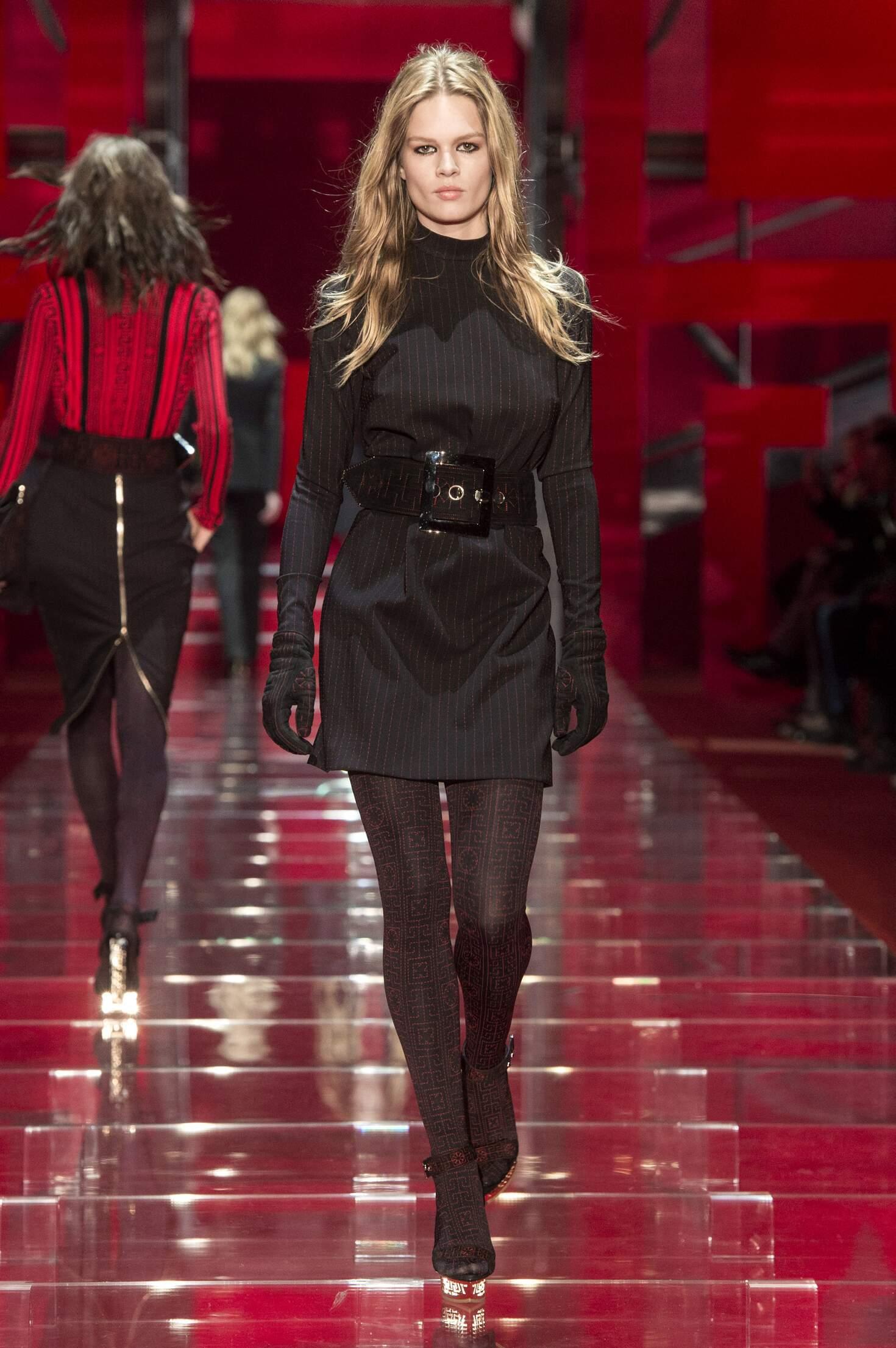 Fall 2015 Women Fashion Show Versace Collection