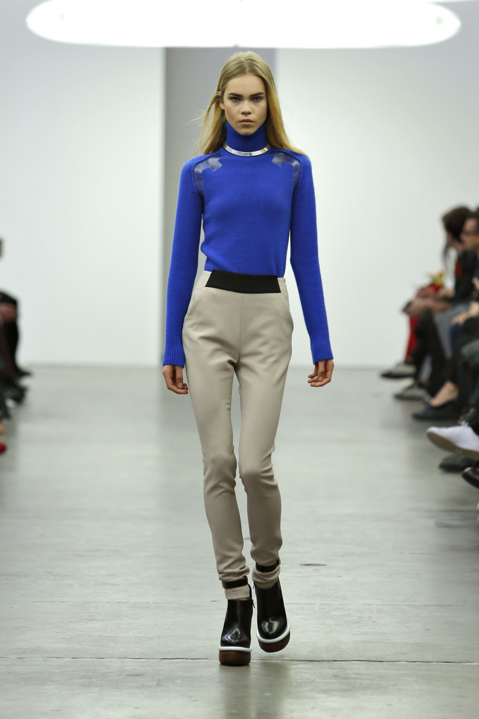 Fall Fashion Woman Iceberg Collection