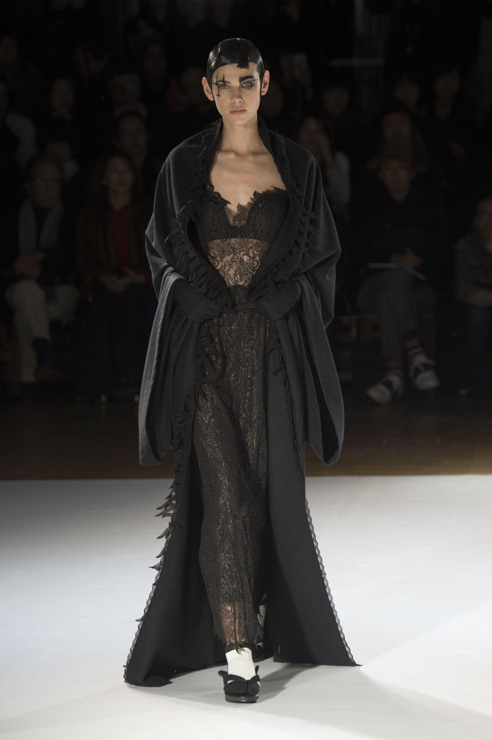 Fall Yohji Yamamoto Collection Fashion Women Model