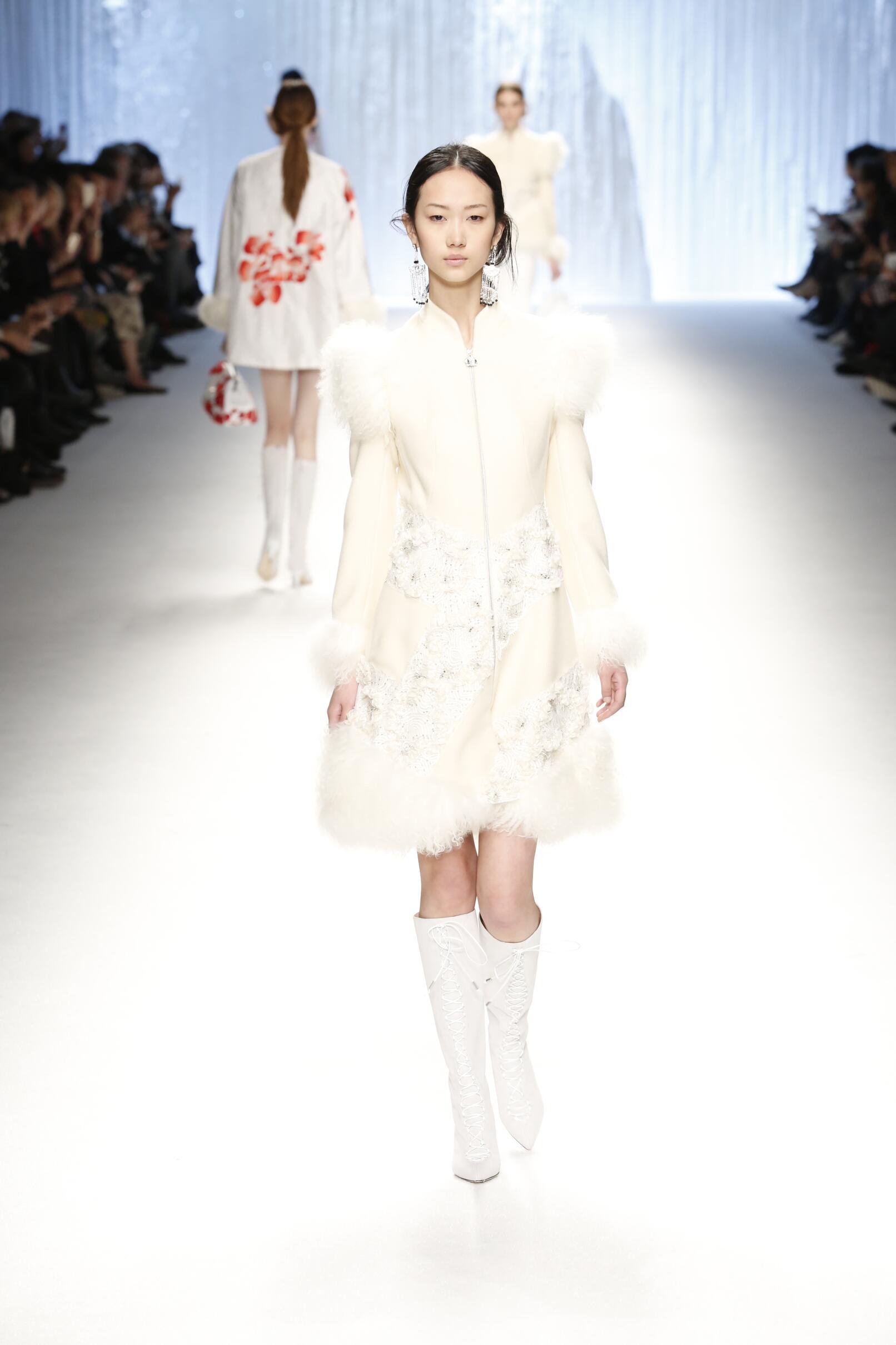 Fashion Show FW 2015 2016 Shiatzy Chen Womenswear