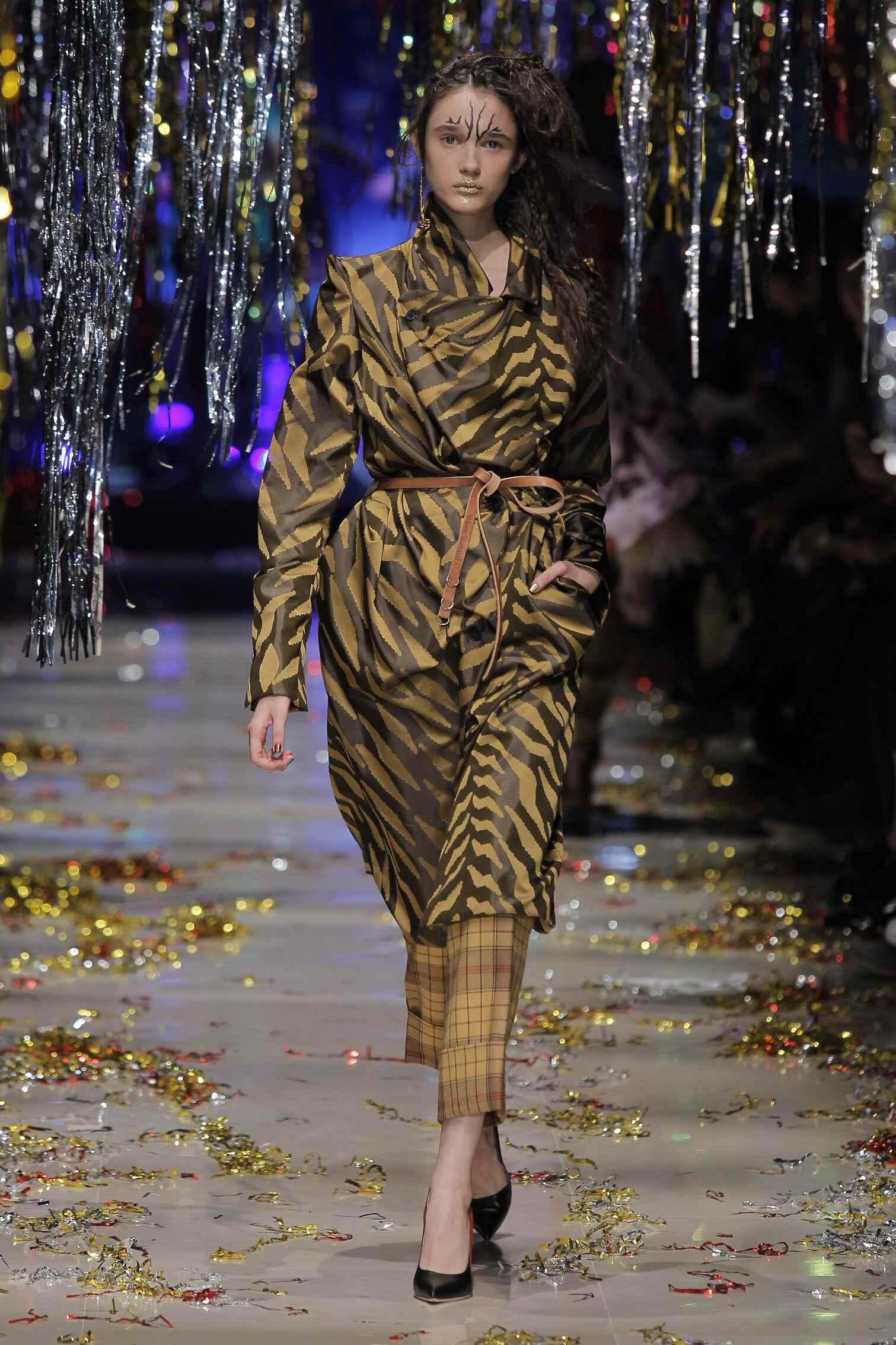 Fashion Show FW 2015 2016 Vivienne Westwood Gold Label Womenswear