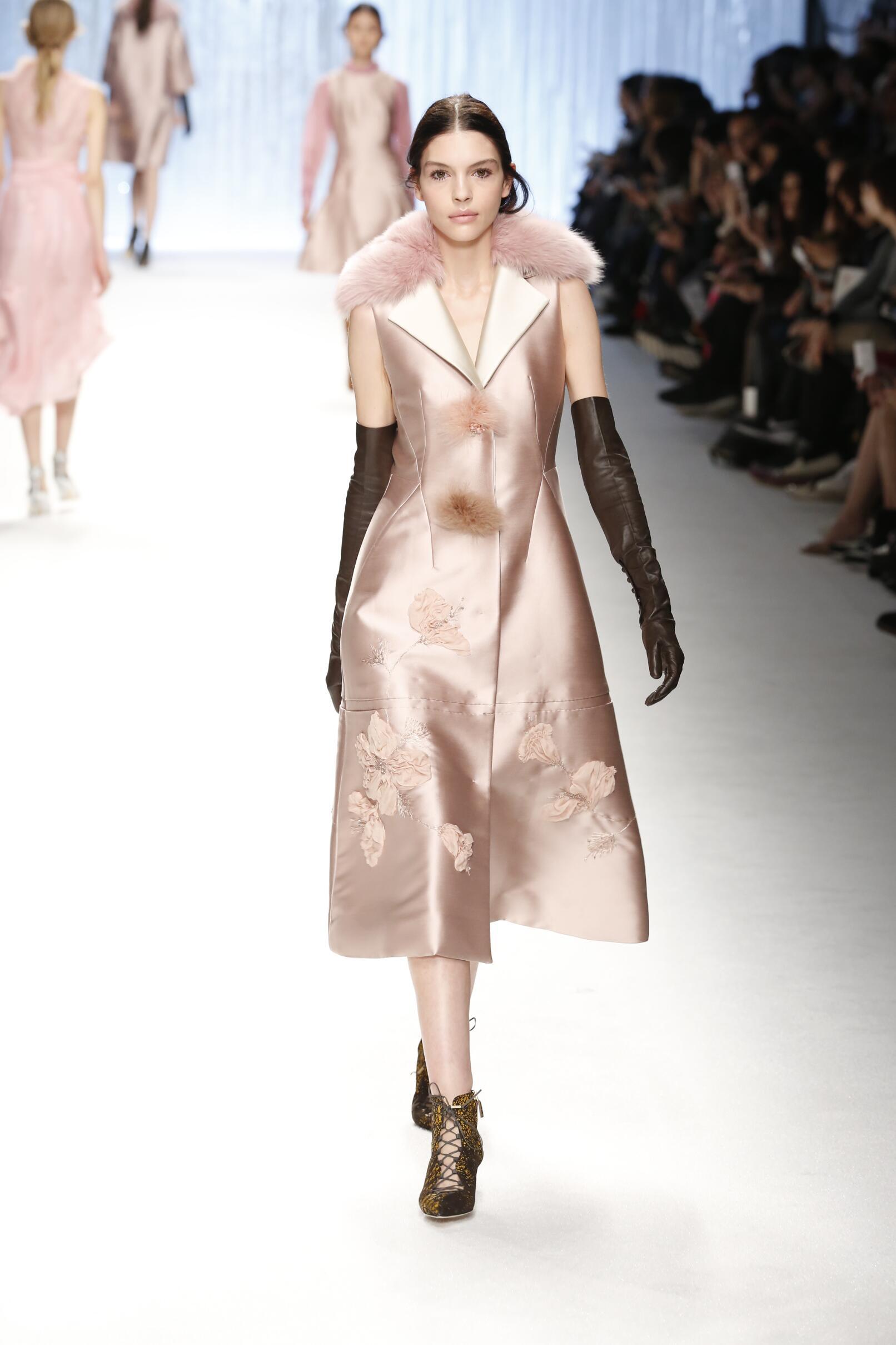 Fashion Women Models Shiatzy Chen Collection Catwalk