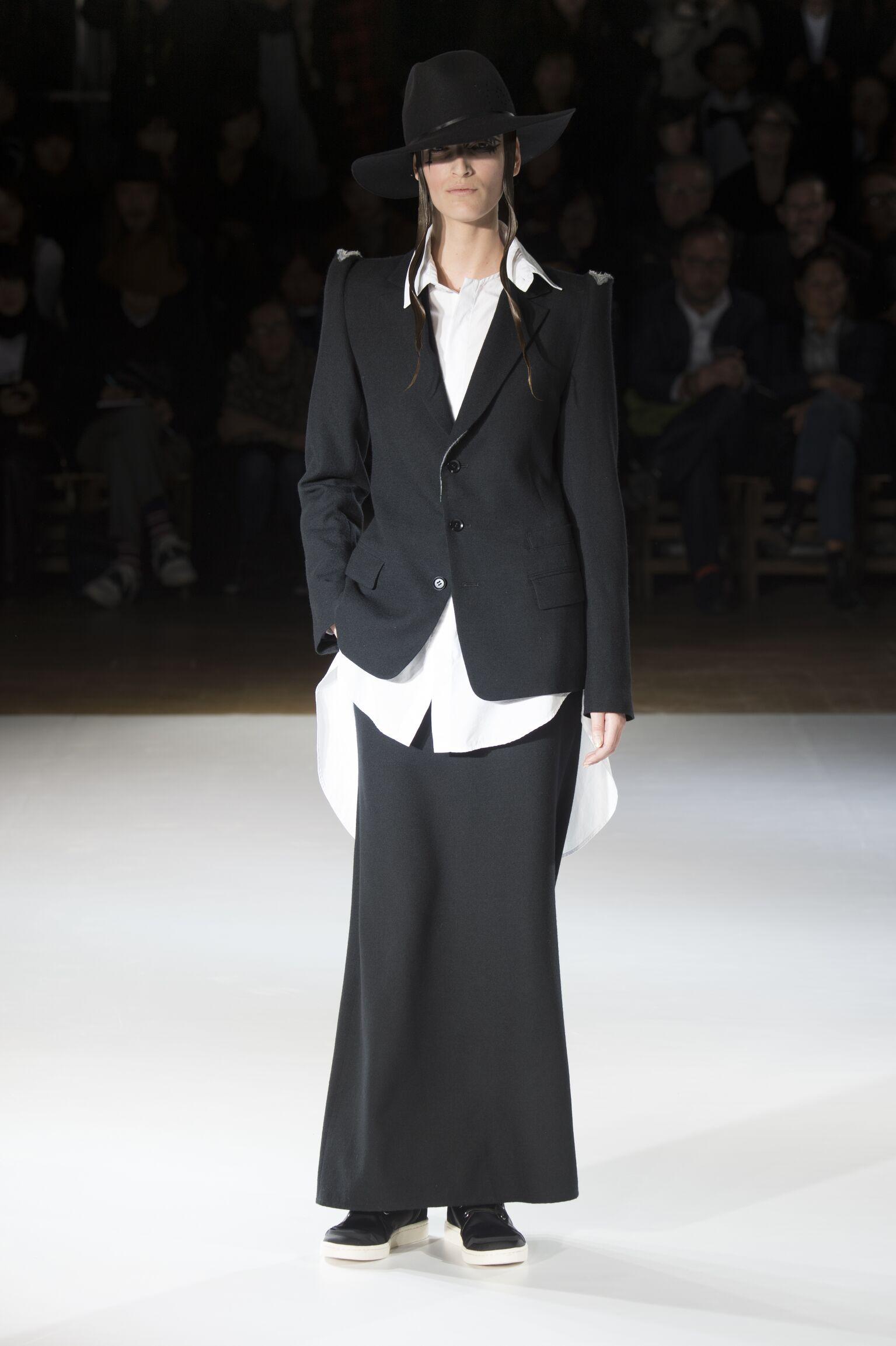 Fashion Women Models Yohji Yamamoto Collection Catwalk