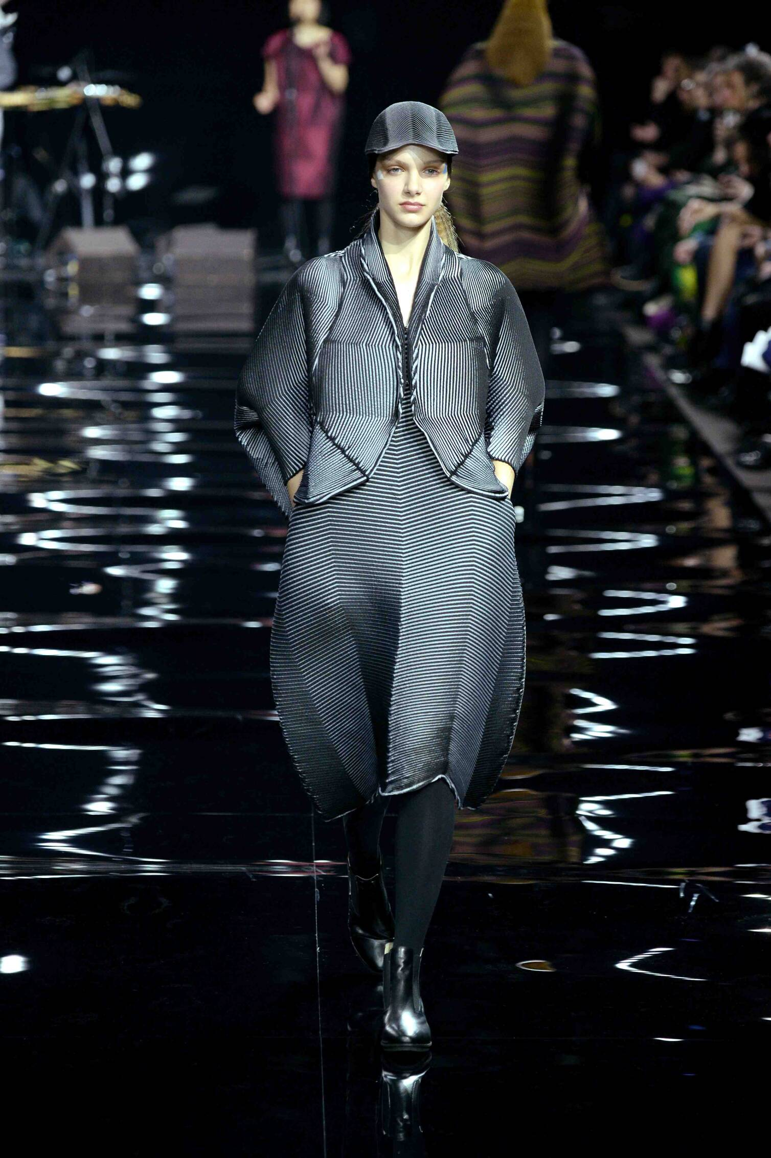 Issey Miyake Collection Fall 2015 Catwalk