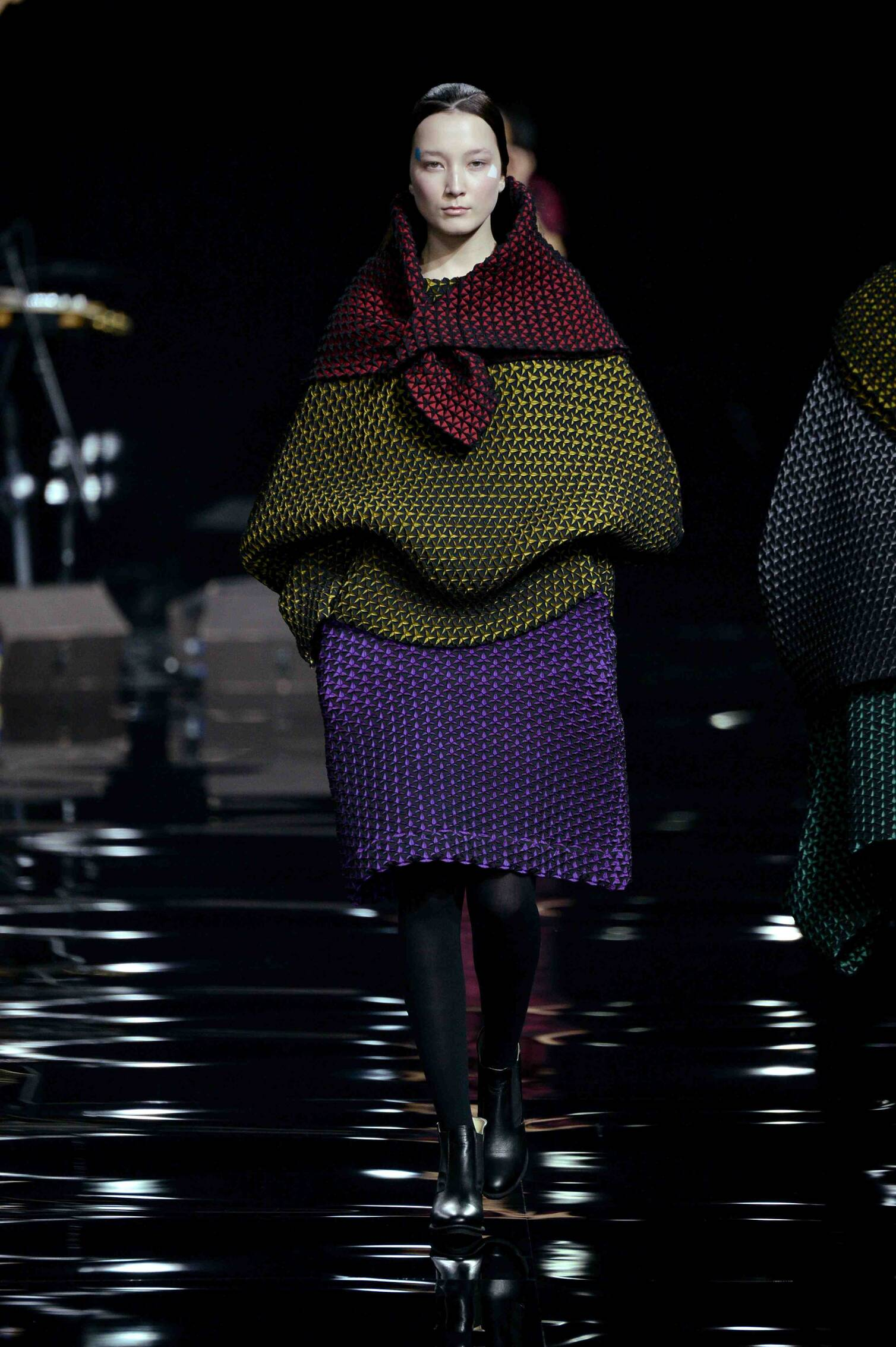 Issey Miyake Fall Winter 2015 16 Womenswear Collection Paris Fashion Week Fashion Show