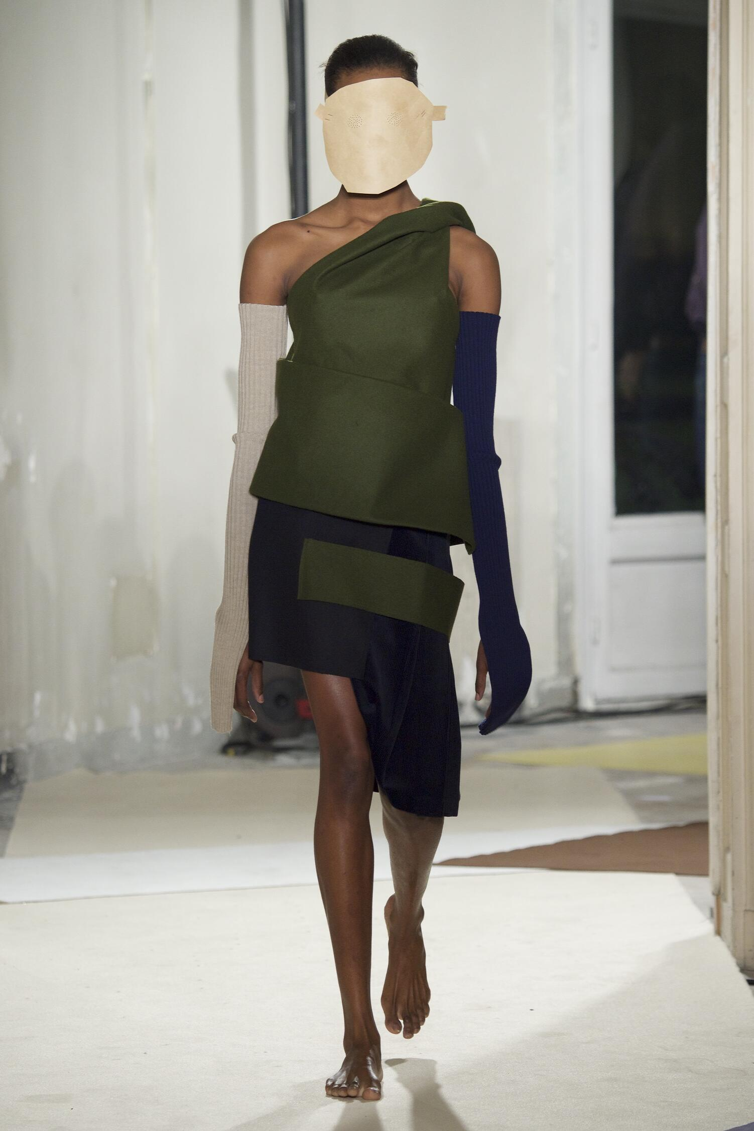 Jacquemus Collection Paris Fashion Week Womenswear