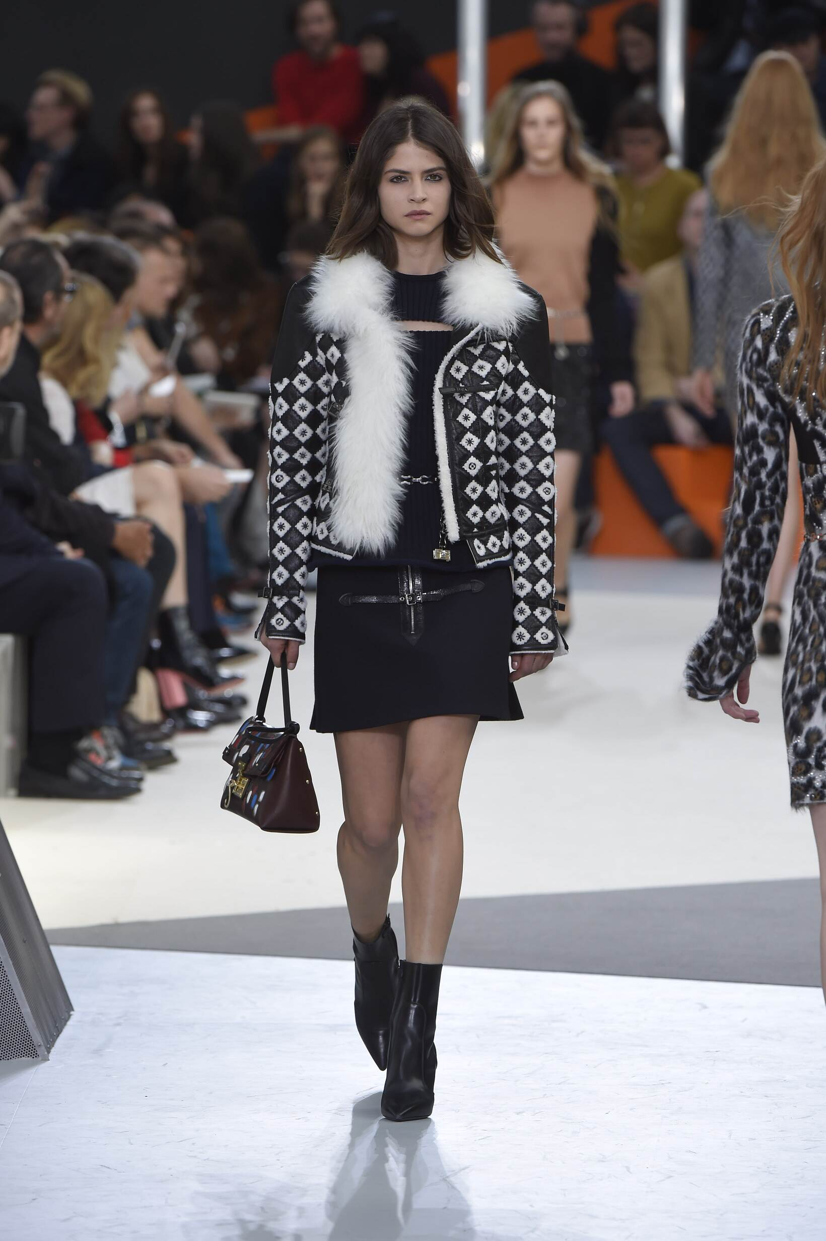 Louis Vuitton Collection Winter 2015 Catwalk