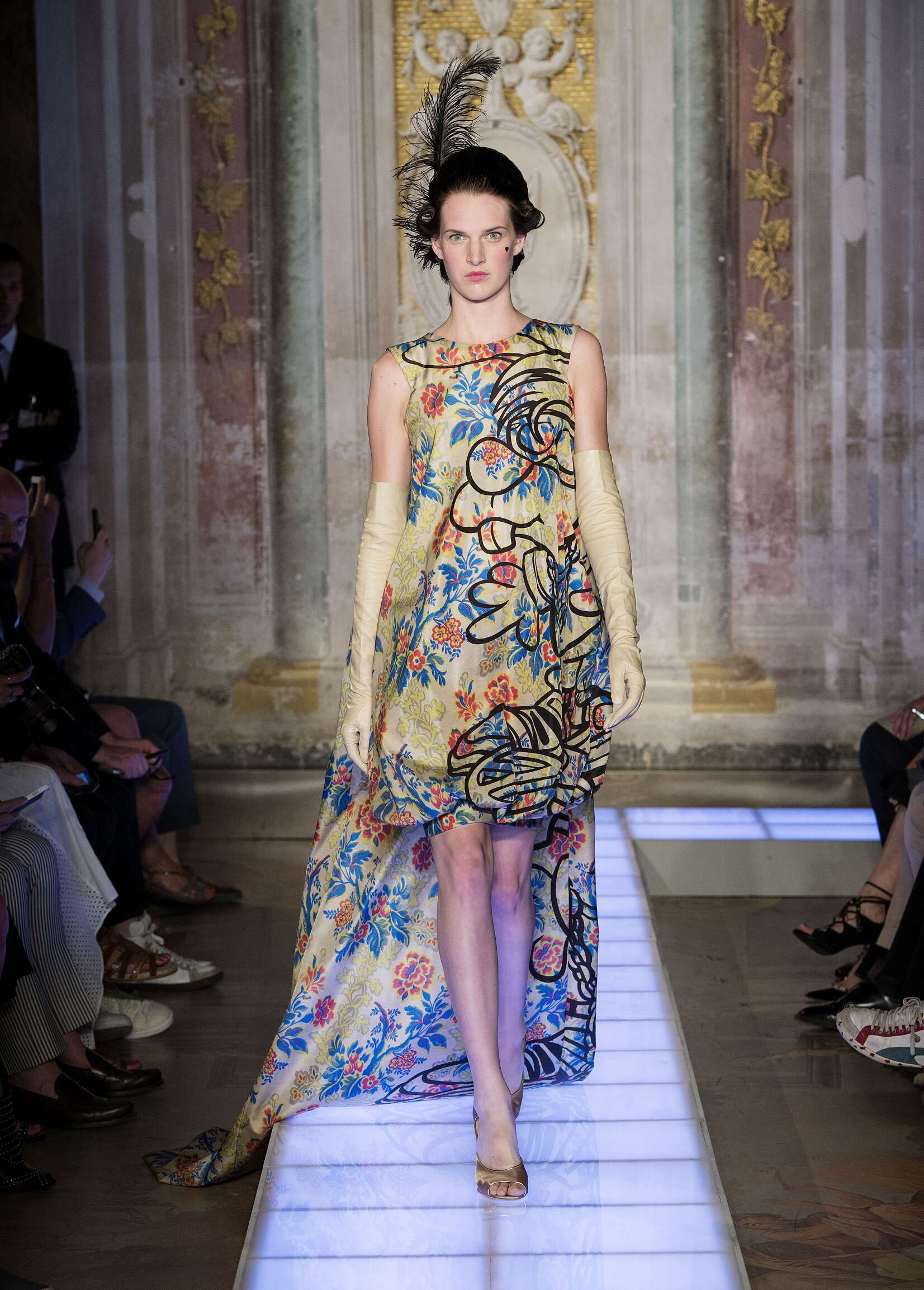Moschino Collection Spring 2016 Catwalk