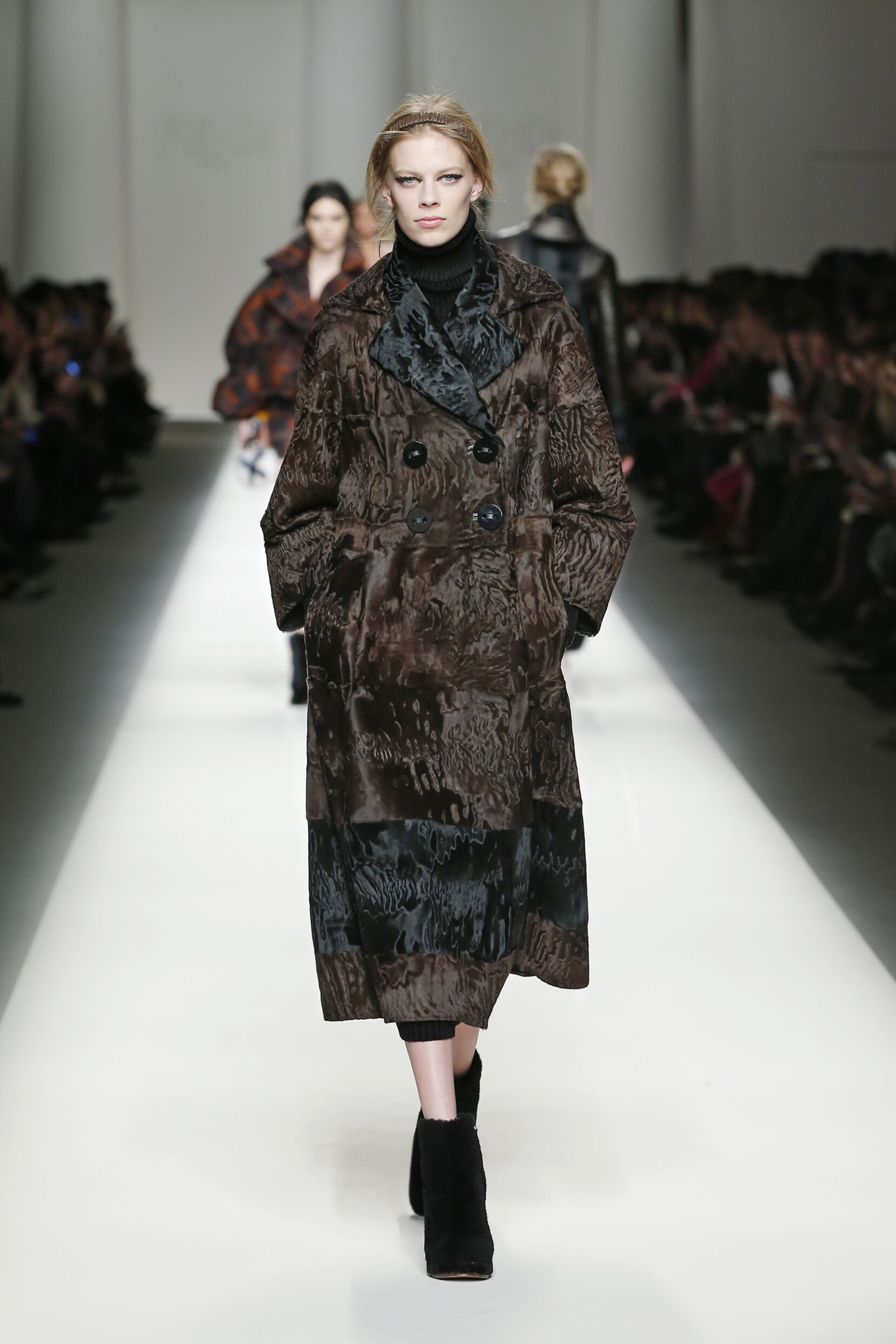 Runway Fendi Fashion Show Winter 2015