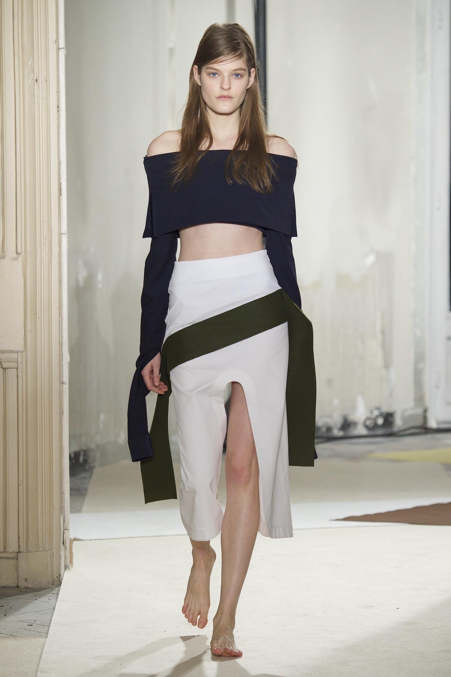 Runway Jacquemus Fall Winter 2015 16 Women's Collection Paris Fashion Week