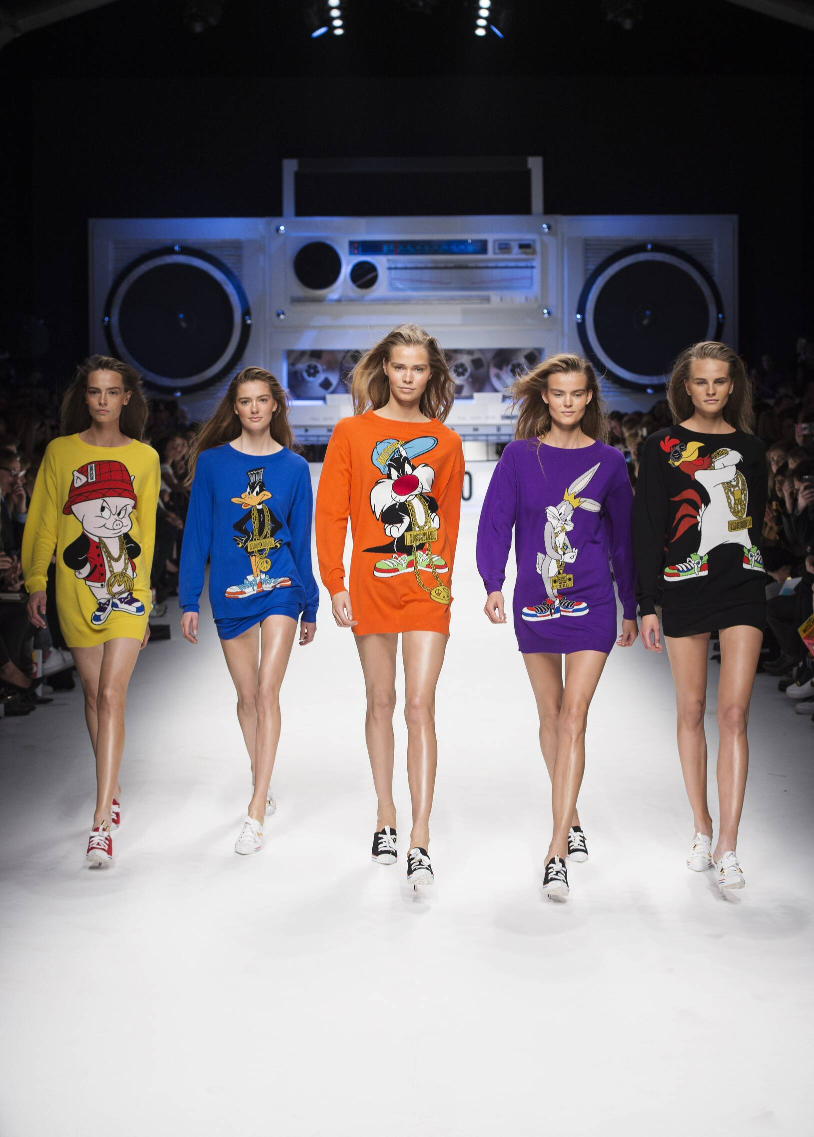 Runway Moschino Fall Winter 2015 16 Women's Collection Milan Fashion Week