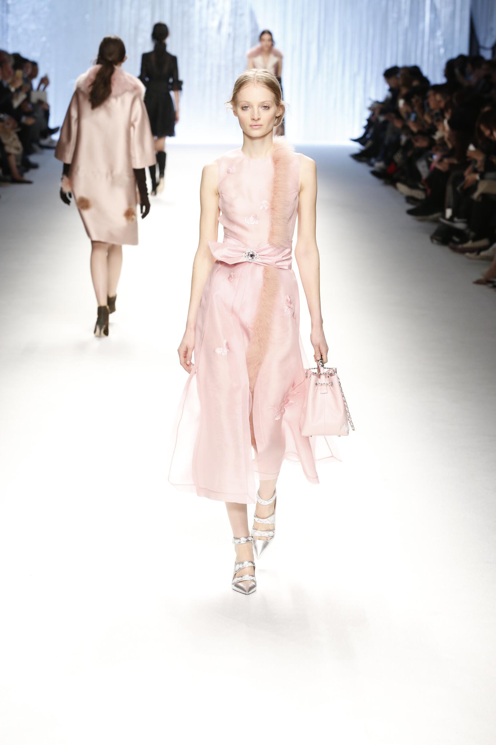 Runway Shiatzy Chen Fall Winter 2015 16 Women's Collection Paris Fashion Week