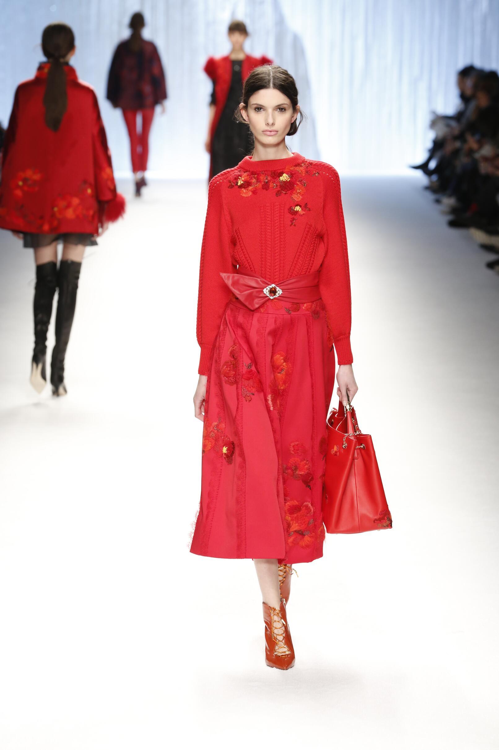 Runway Shiatzy Chen Fashion Show Winter 2015