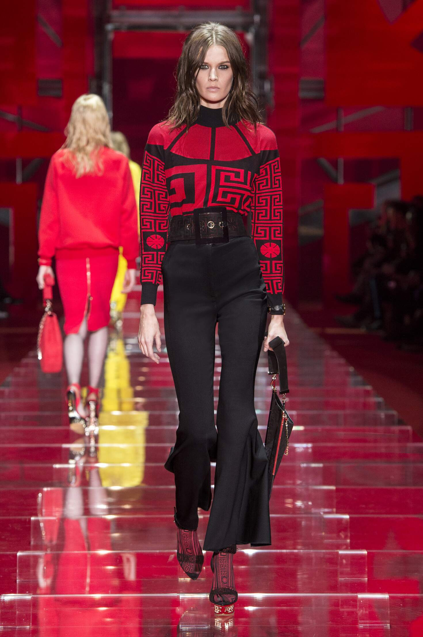 Runway Versace Fall Winter 2015 16 Women's Collection Milan Fashion Week