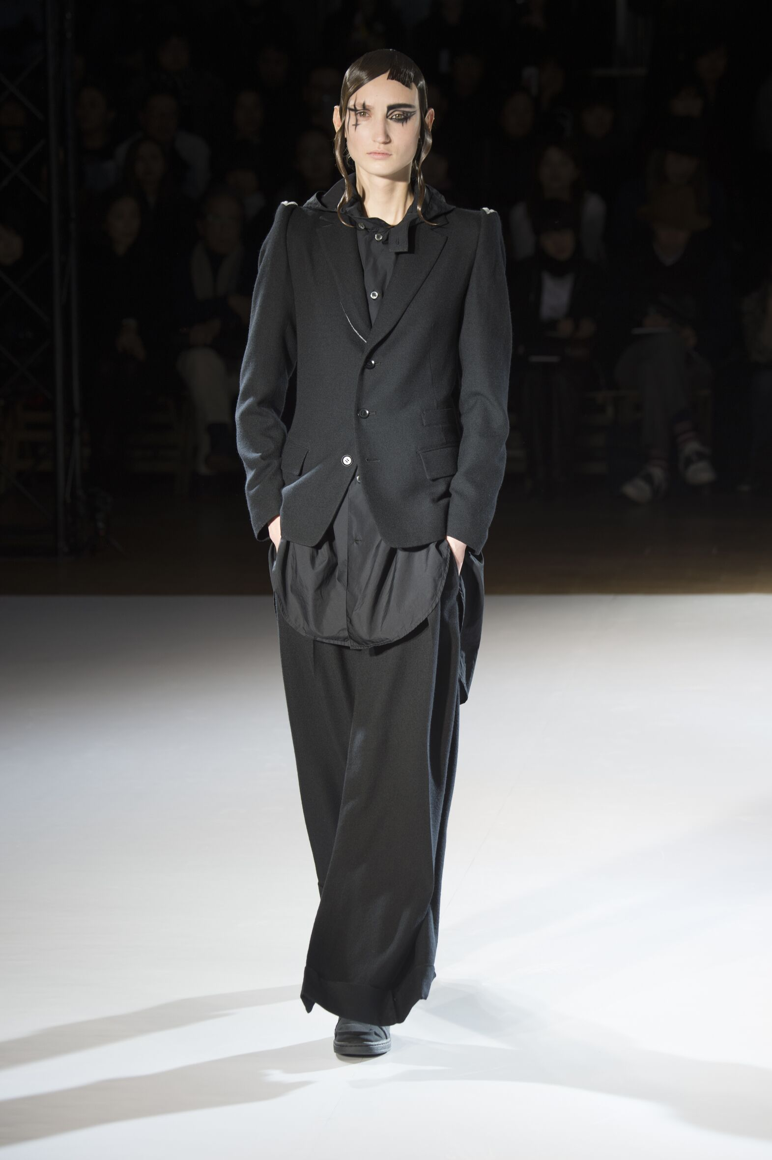 Runway Yohji Yamamoto Fall Winter 2015 16 Women's Collection Paris Fashion Week