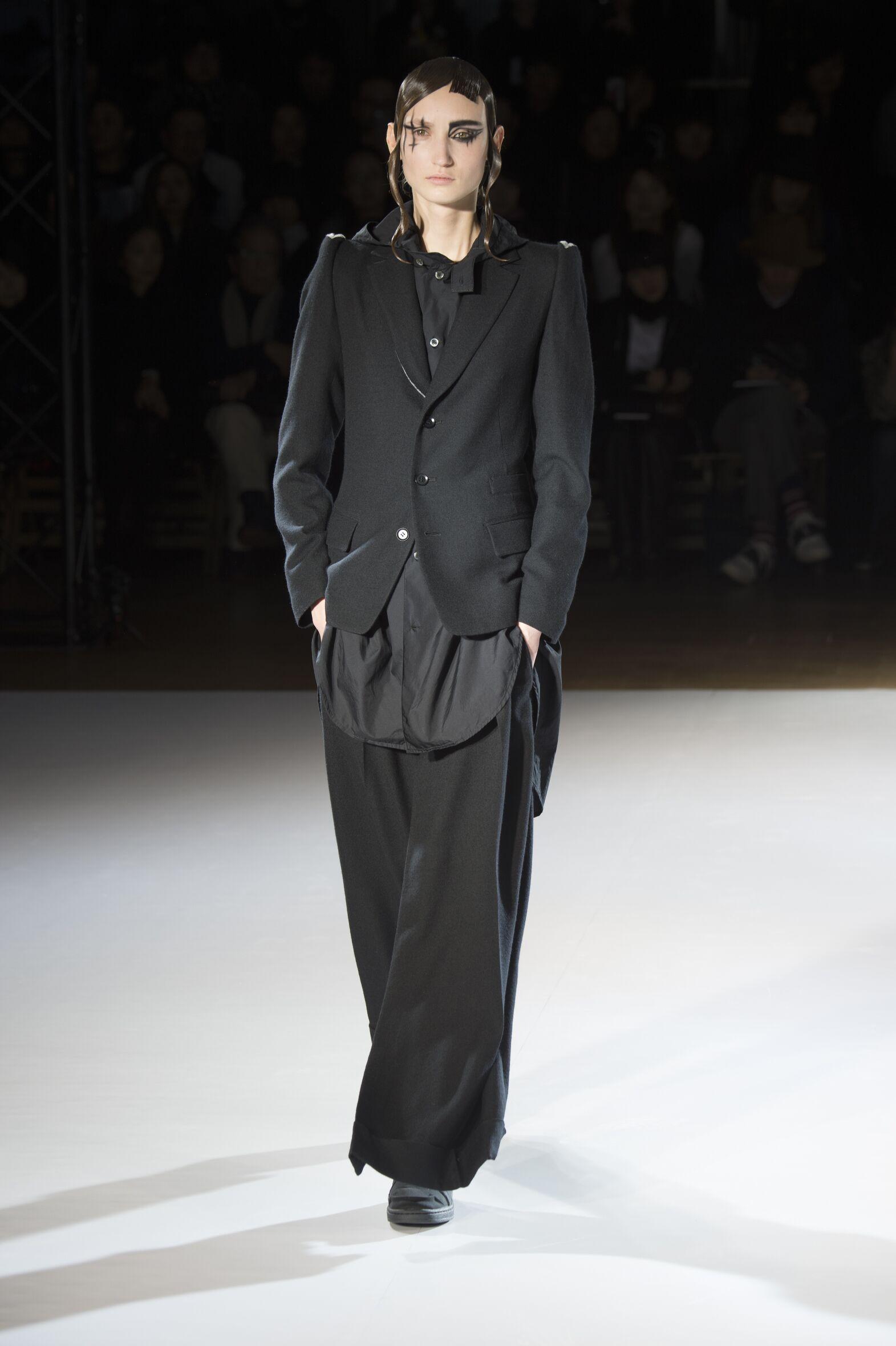 Runway Yohji Yamamoto Fall Winter 2015 16 Women's Collection Paris Fashion Week