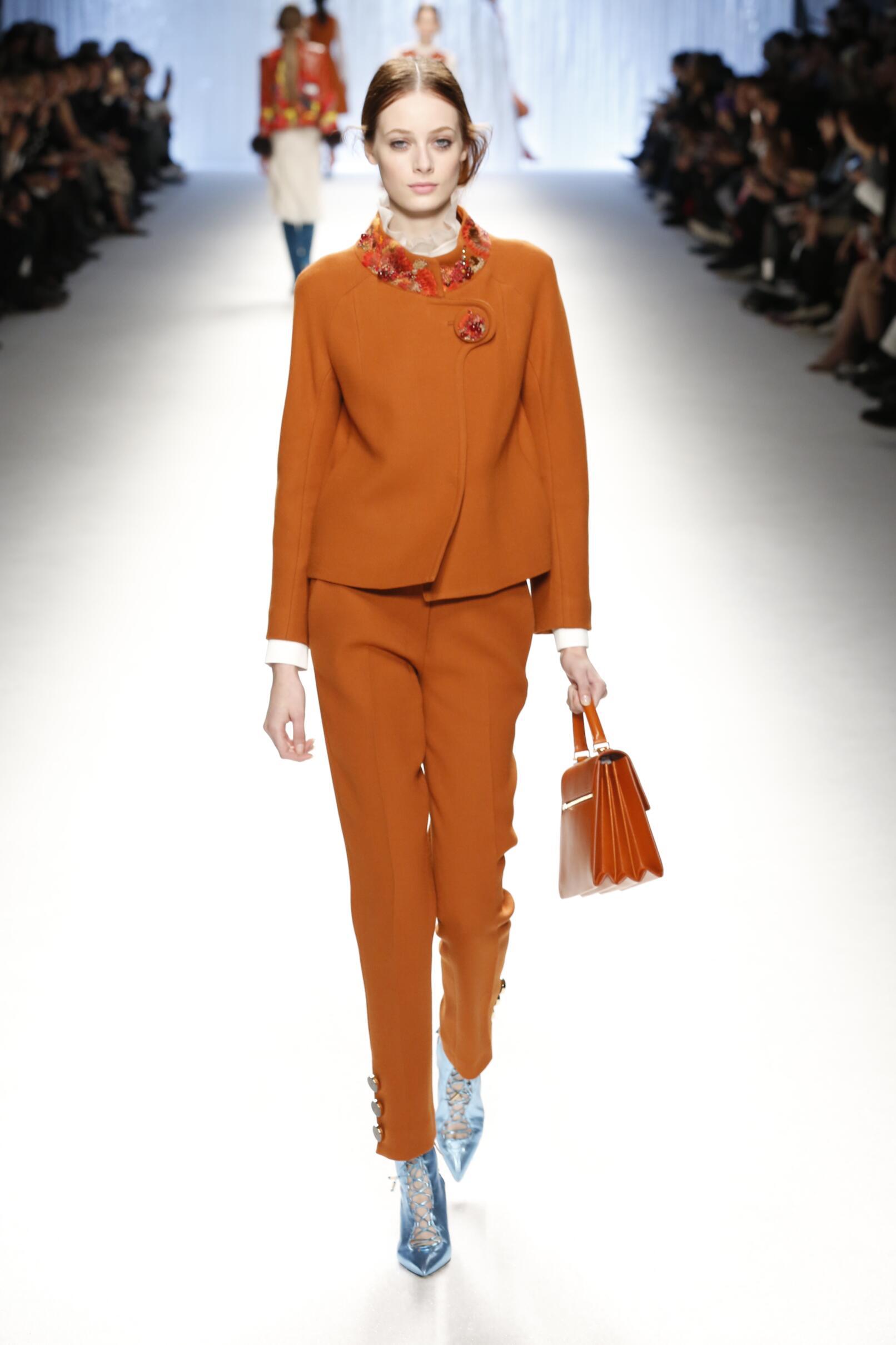 Shiatzy Chen Collection Paris Fashion Week Womenswear