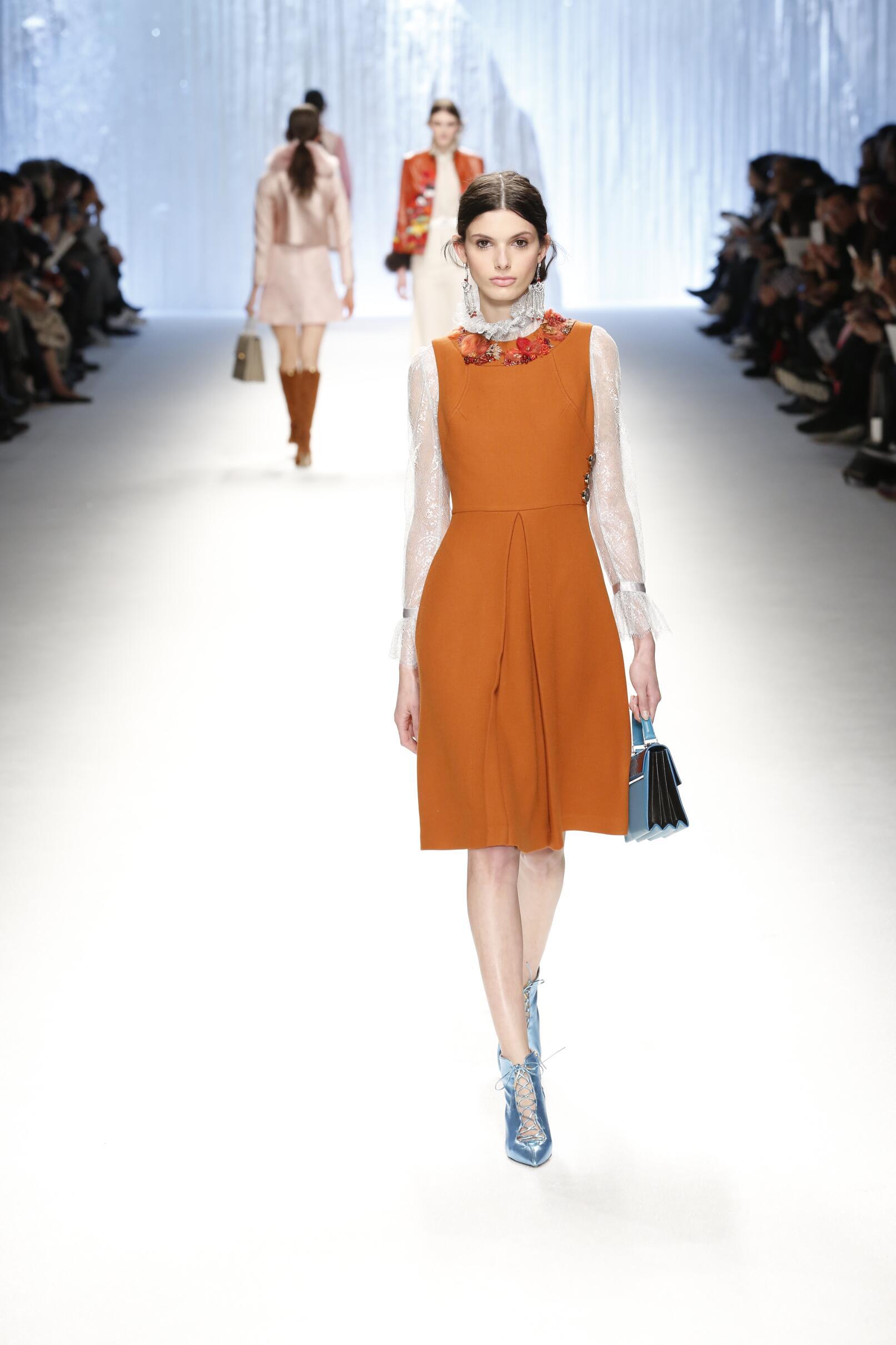 Shiatzy Chen Collection Paris Fashion Week